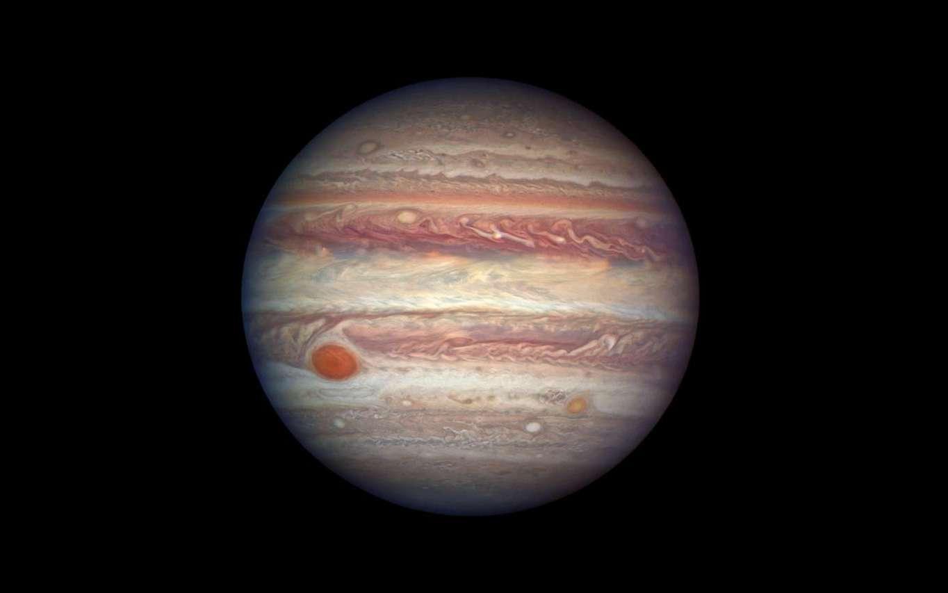 Jupiter, le 3 avril 2017. La résolution d'Hubble offre des détails de son atmosphère atteignant 130 km. La planète géante était à moins de 670 millions de kilomètres de la Terre, à quelques jours de son opposition. © Nasa, ESA, A. Simon (GSFC)