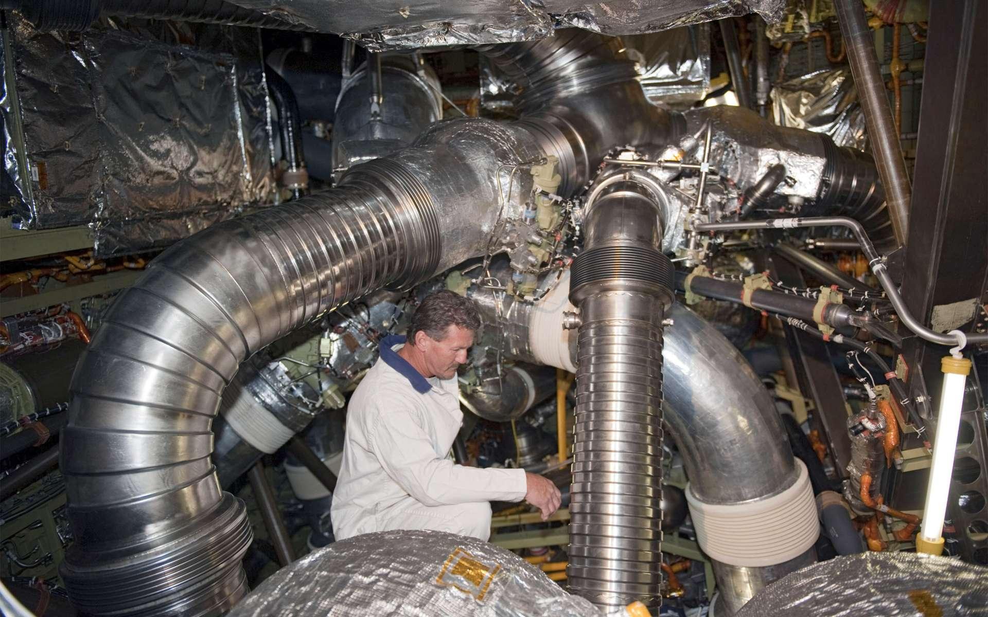 Le lancement de la navette Endeavour vers l'ISS n'aura pas lieu avant le 16 mai. La Nasa souhaite réaliser davantage d'essais pour comprendre la chaîne d'événements à l'origine de la panne électrique qui avait provoqué le report de la mission. © Nasa