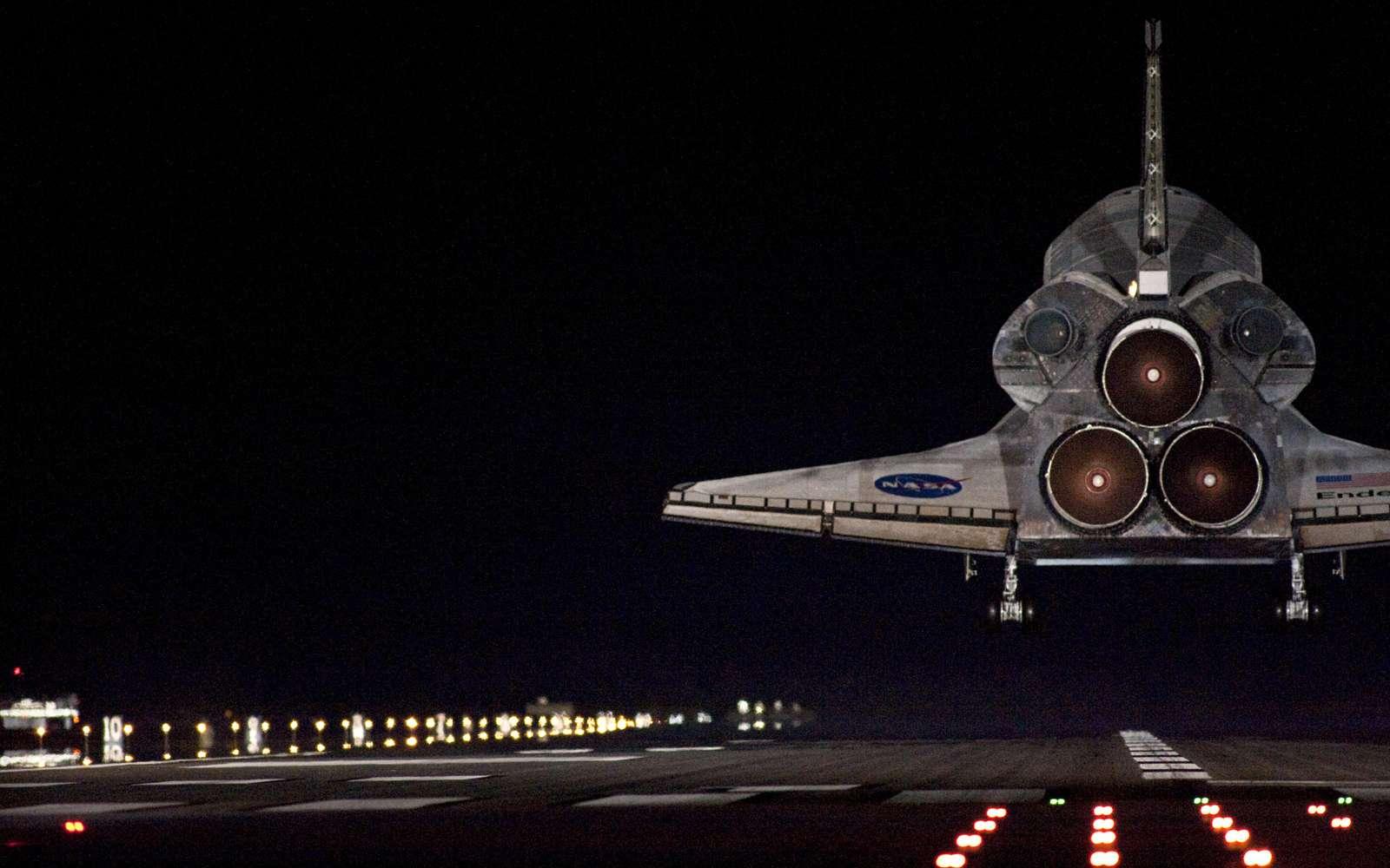 Retour sur Terre de la navette Endeavour après un séjour de deux semaines dans l'espace (STS-130, février 2010). Crédit Nasa