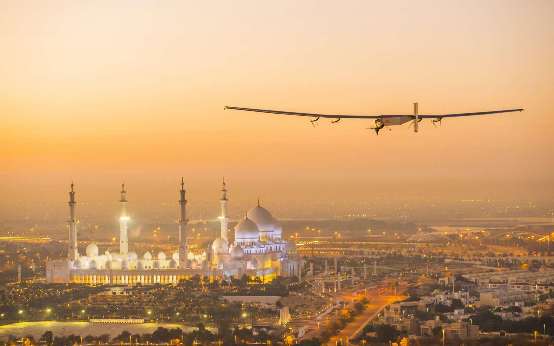 Le SI2 a peu volé depuis juin 2014. Il a tout de même réalisé quelques vols d'essai, comme ici, à proximité d'Abou Dhabi, le 26 février 2015. © Solar Impulse