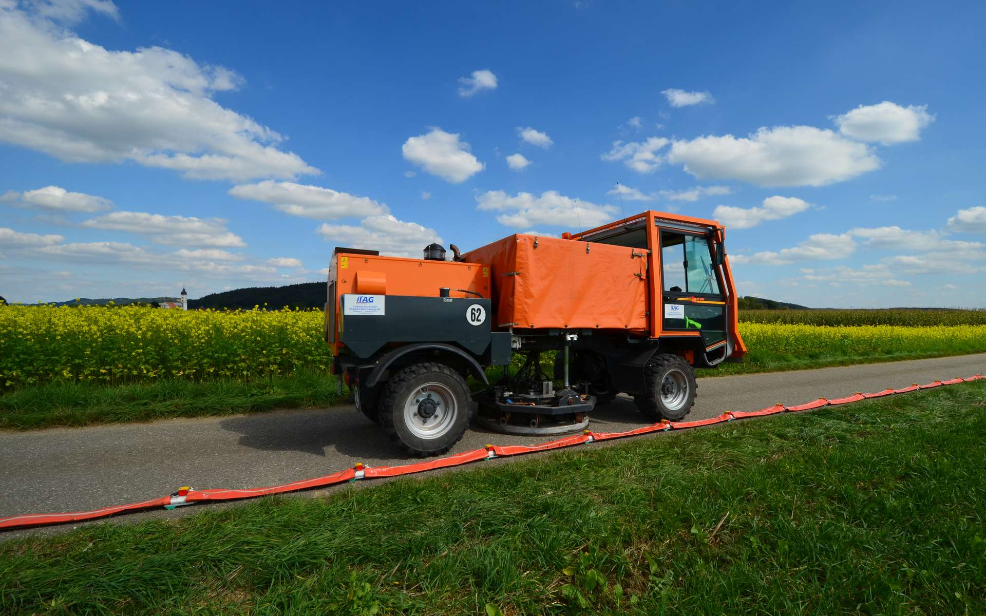 Camion vibrateur pour l'acquisition de données sismiques. © Thomas Burschil, imaggeo.egu.eu