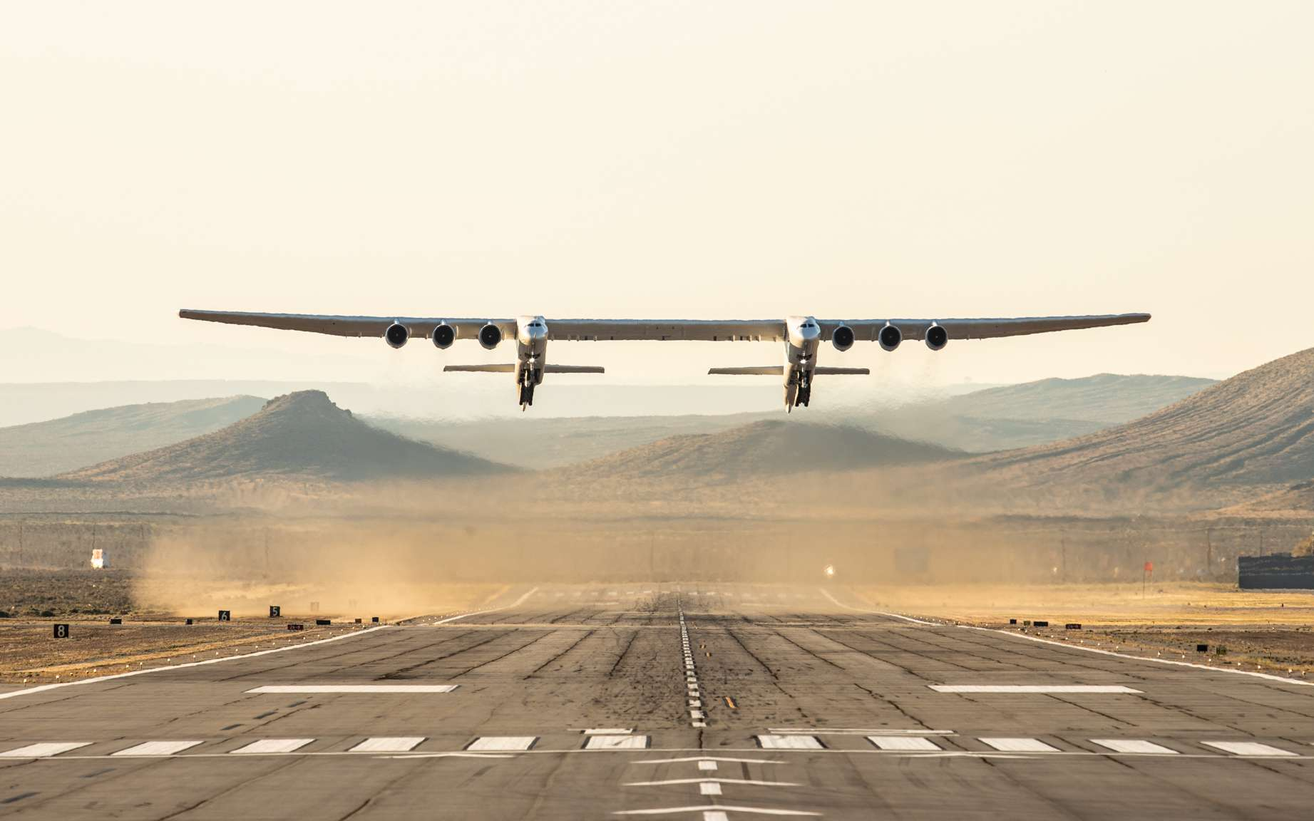 Premier vol d'essai du Stratolaunch, l'avion porteur le plus grand au monde. © Stratolaunch Systems