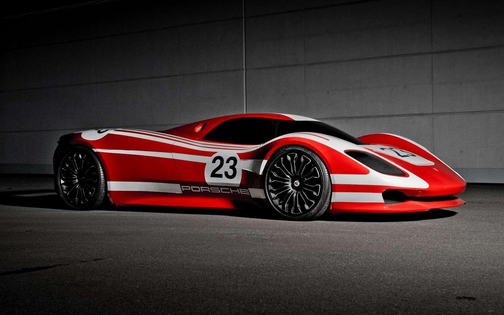 La future supercar hybride ou 100 % électrique de Porsche pourrait s'inspirer du concept 917 imaginé pour célébrer les 50 ans de ce modèle mythique de la marque allemande. © Porsche