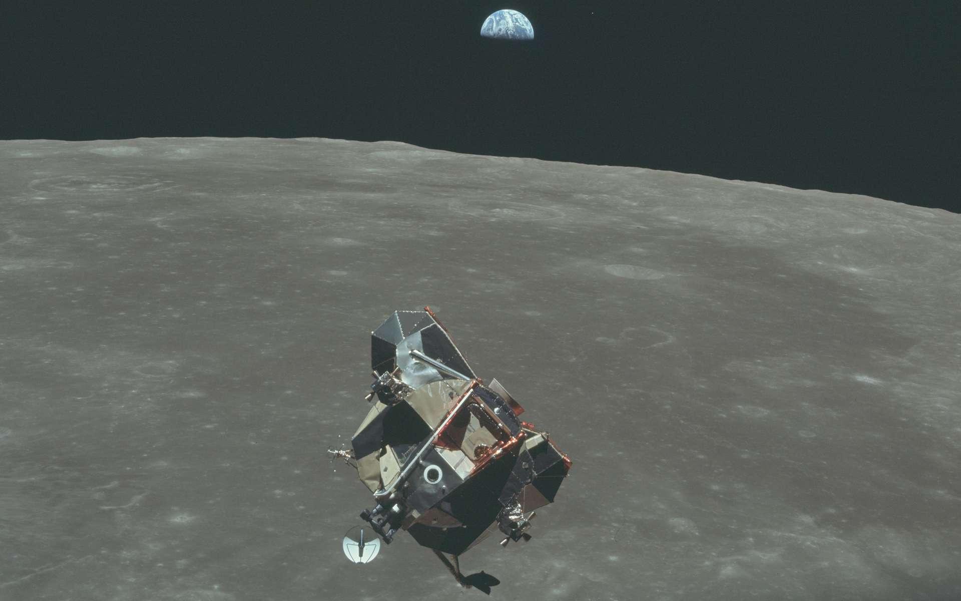 Le module Eagle au-dessus de la Lune © Nasa