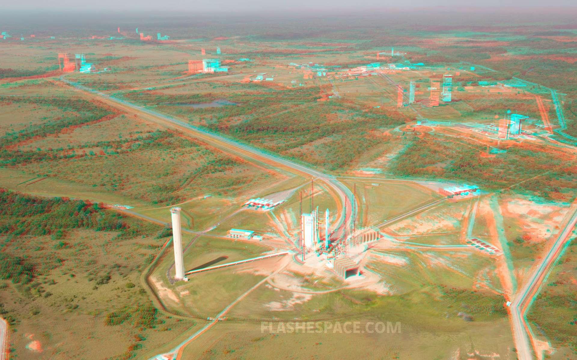 Le site de lancement d'Ariane 5 avec, au premier plan, le pas de tir, et à l'arrière-plan les différents bâtiments utilisés pour l'assemblage du lanceur. © S. Corvaja, Rémy Decourt, Esa