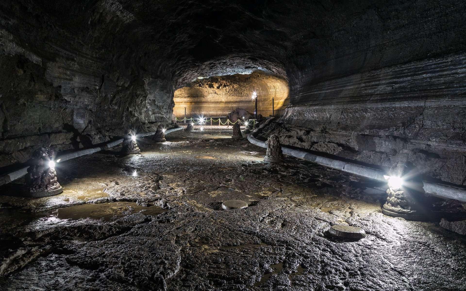 Tunnel de lave en Corée du Sud. © tuomaslehtinen, Adobe Stock