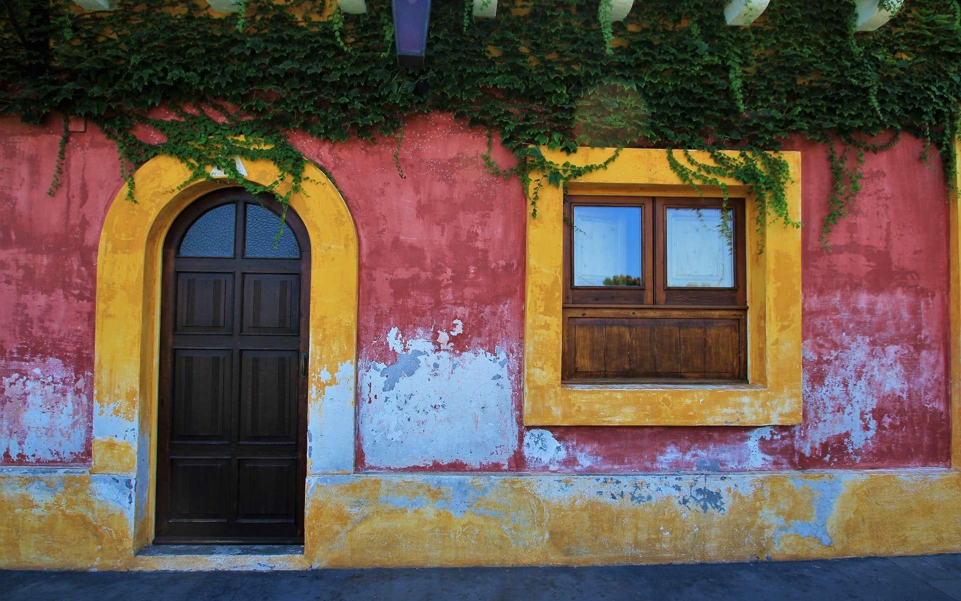 Une maison colorée du village Stromboli (Italie). © Jacky Jeannet, Adobe Stock