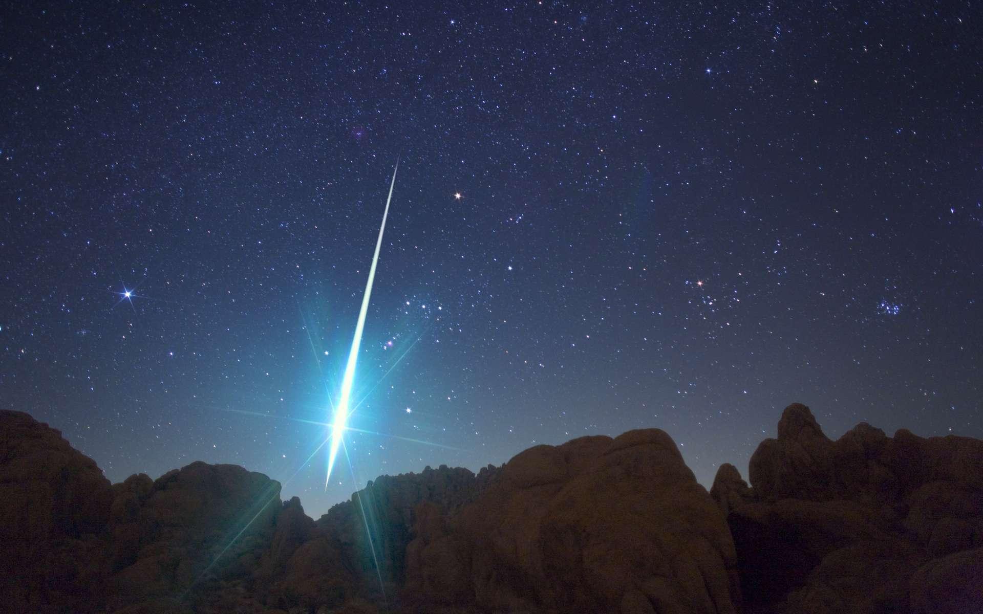 Magnifique bolide lors de la pluie d'étoiles filantes des Géminides de 2009. Photo prise dans le ciel du désert de Mojave. Le météore brille devant la constellation d'Orion. © Wally Pacholka, AstroPics.com, Twan