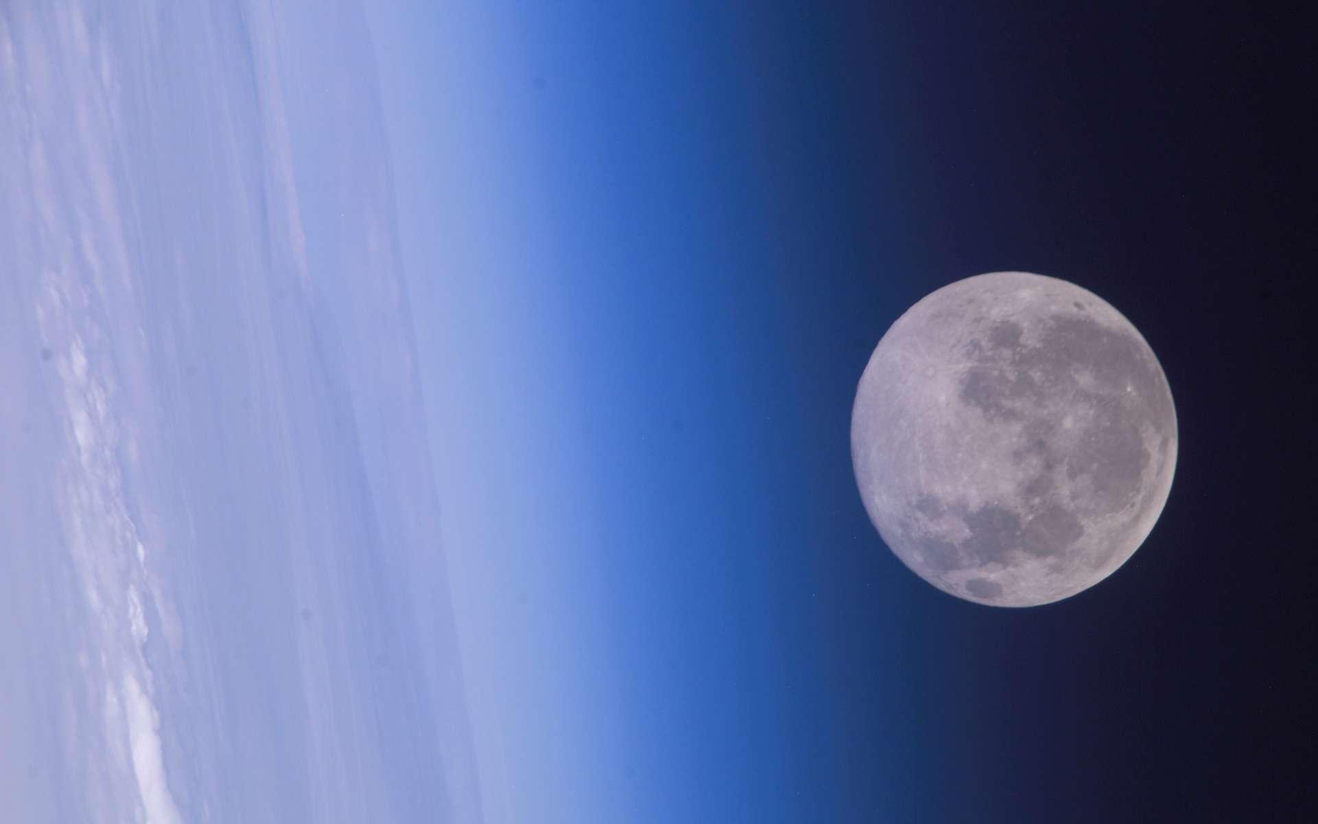Pour la Russie, la route vers Mars passe par la Lune. Tirant des leçons de l'échec de la mission Phobos-Grunt, l'Agence spatiale russe Roscosmos planifie un nouveau programme d'exploration robotique. © Nasa
