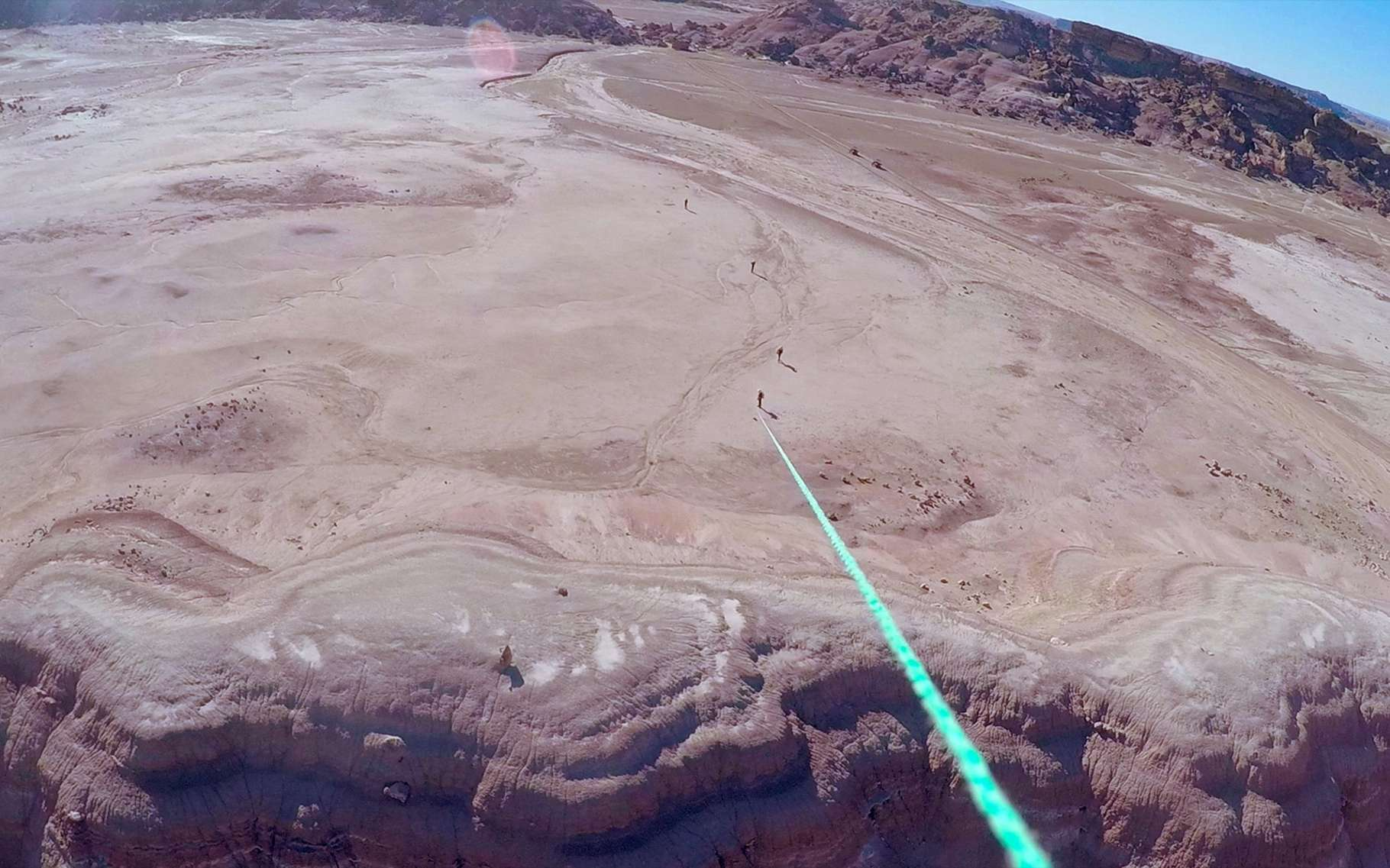 Le site d'exploration de la Mars Desert Research Station, située dans un site analogue à la planète Mars, au milieu du désert de l'Utah, vu depuis le ballon de la mission. © MDRS 175 / Supaéro