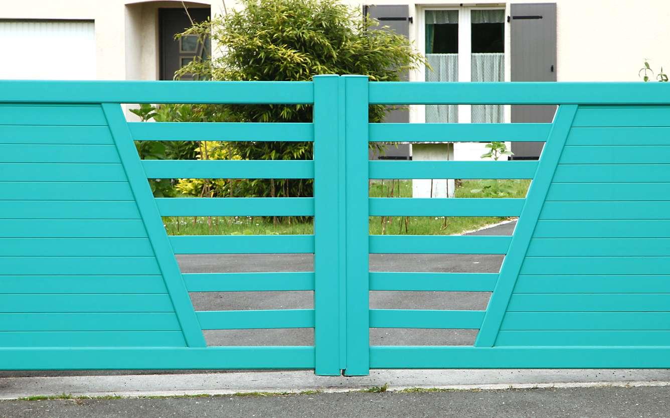 Les conseils pour bien choisir votre portail. Ici, un portail en PVC. © Fotolia