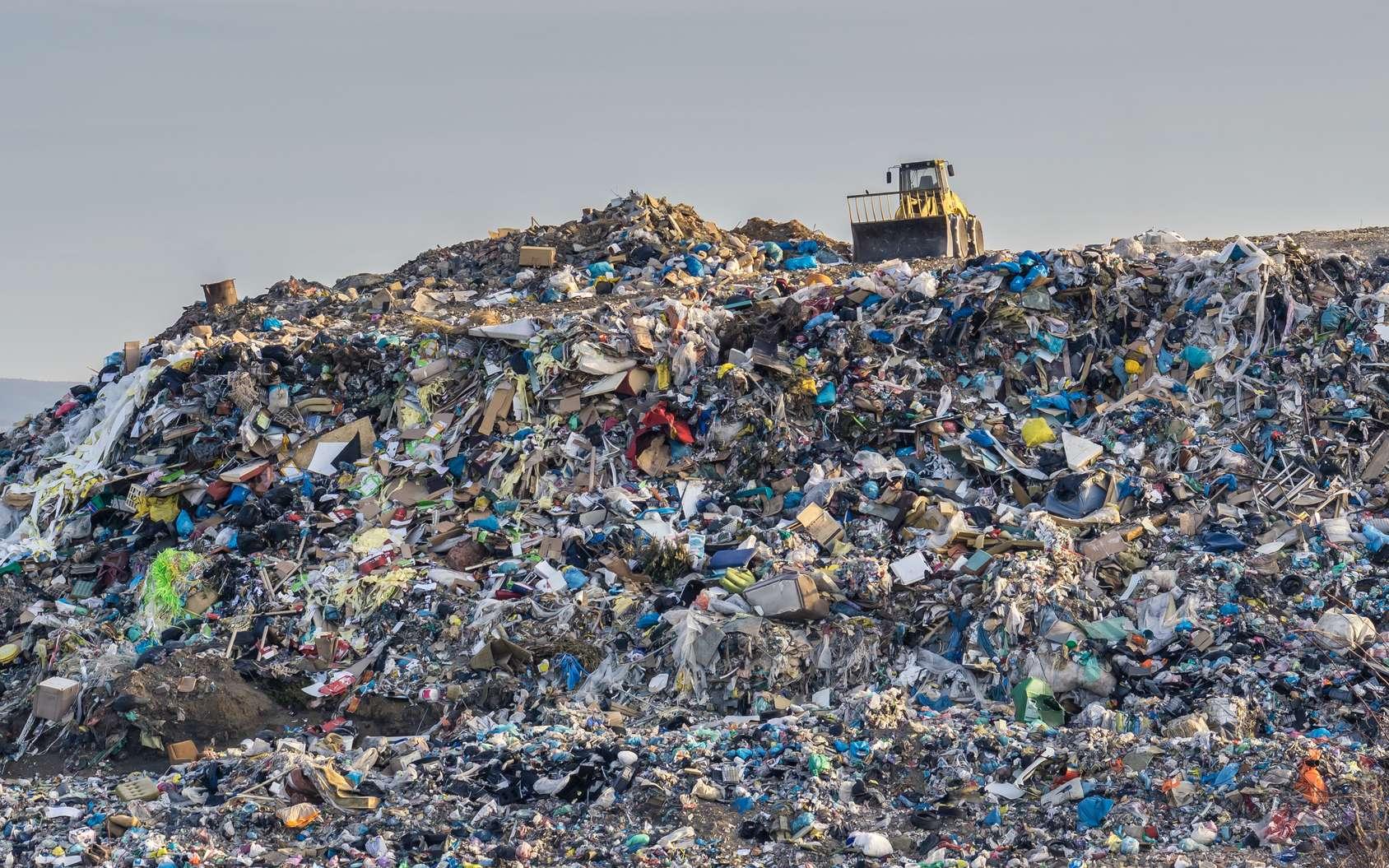 Entre 1950 et 2017, l'humanité a fabriqué plus de huit milliards de tonnes de matière plastique. Pour l'essentiel, ces polymères stables se retrouvent sous forme de minuscules fragments dans l'océan mondial. Ils y resteront de nombreux millénaires. © vchalup, Fotolia