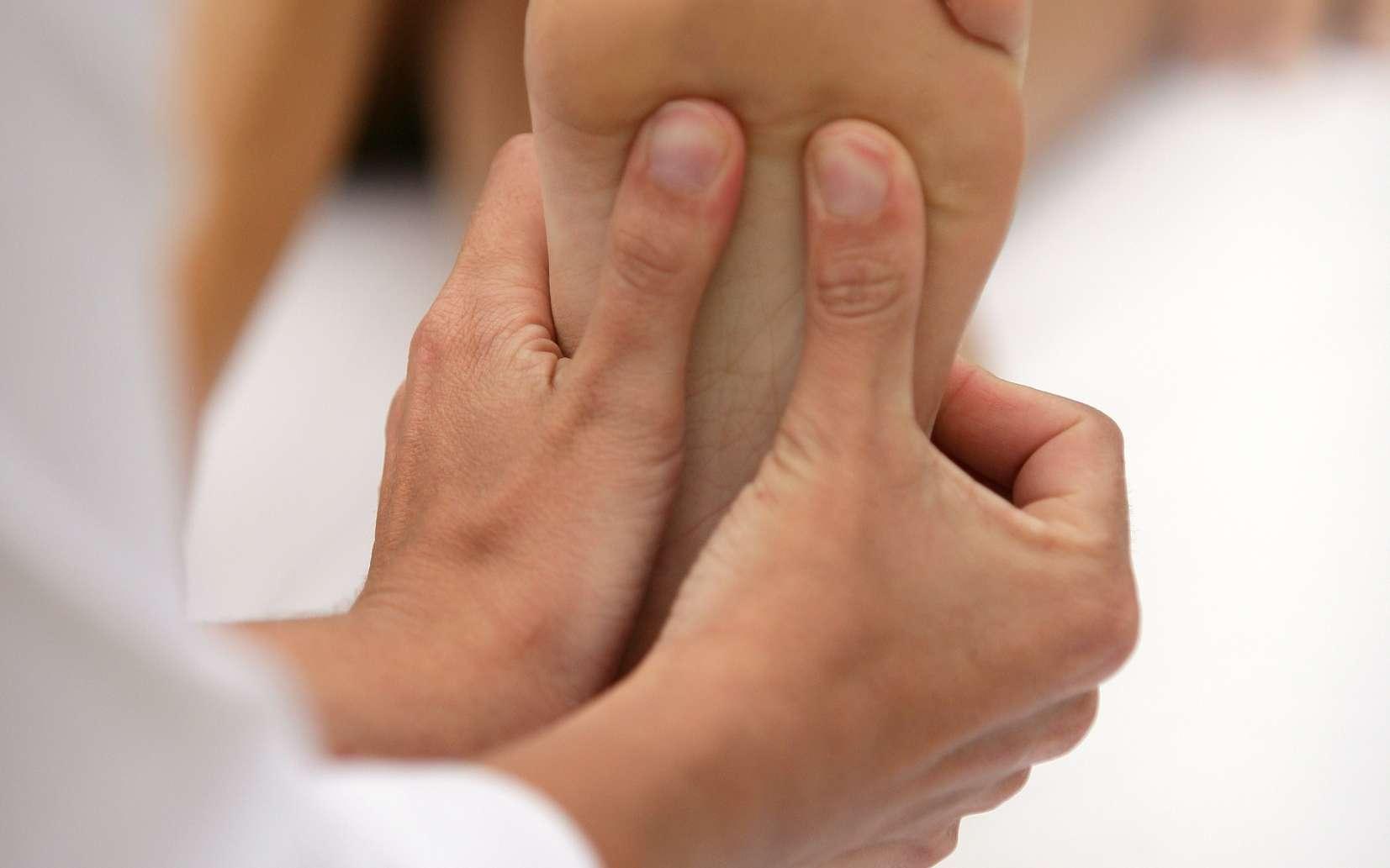 Le pied est la zone la plus sensible pour les massages antistress. © Phovoir