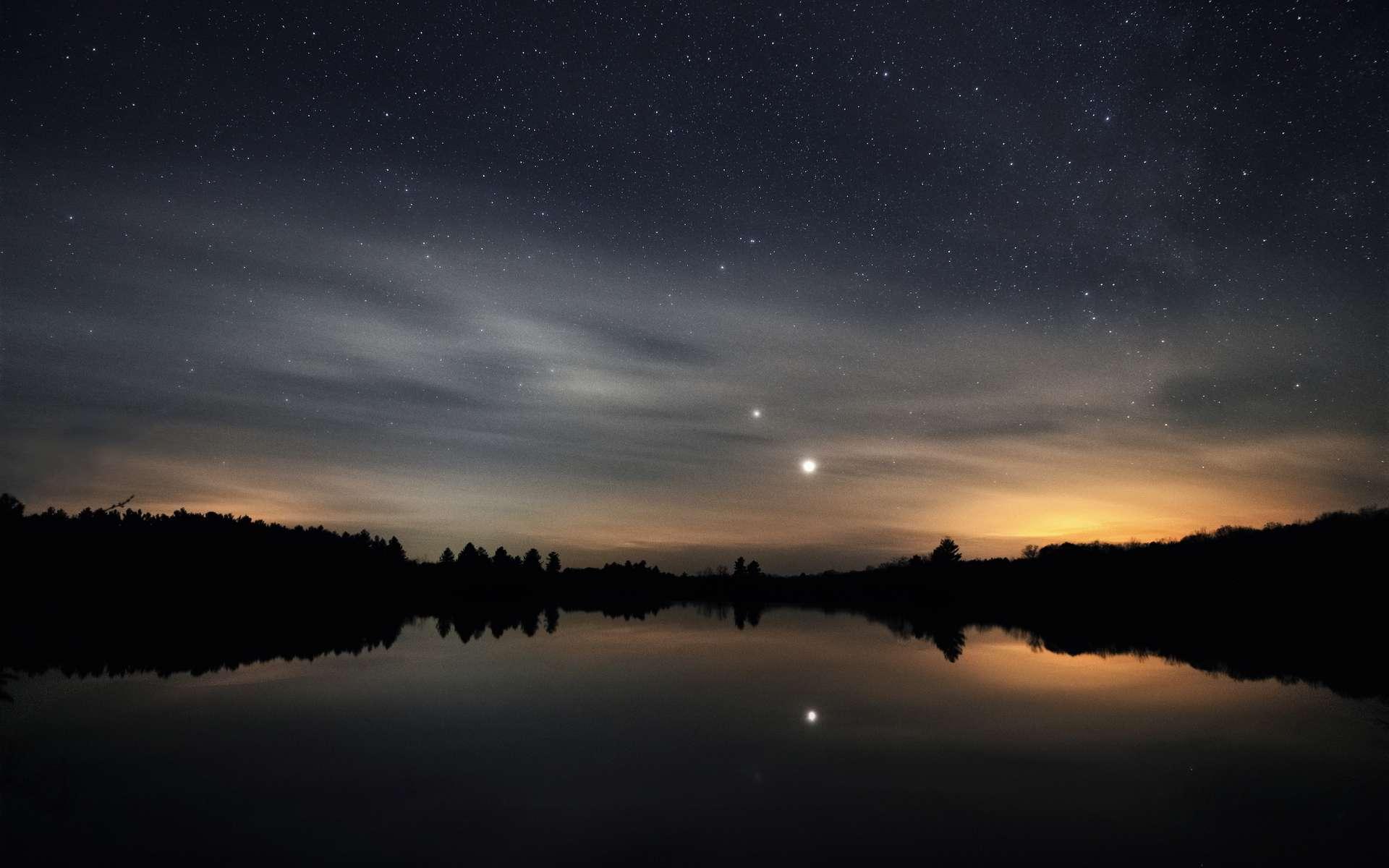 Jupiter et Saturne au crépuscule, en décembre 2020. © Jason, Adobe Stock