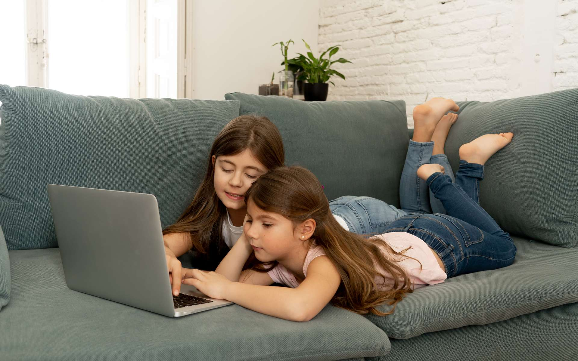 Des applications de contrôle parental permettent de réduire les risques de contenus inappropriés. © Samuel, Adobe Stock