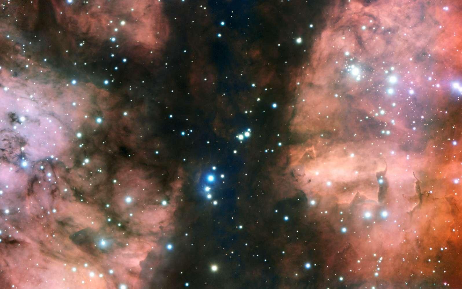 Le très grand télescope de l'ESO, le VLT, a pris l'image la plus détaillée d'une partie spectaculaire de la nurserie stellaire appelée NGC 6357. L'image montre de nombreuses jeunes étoiles chaudes, des nuages de gaz lumineux et des formations de poussière bizarres sculptées par le rayonnement ultraviolet et les vents stellaires. © ESO