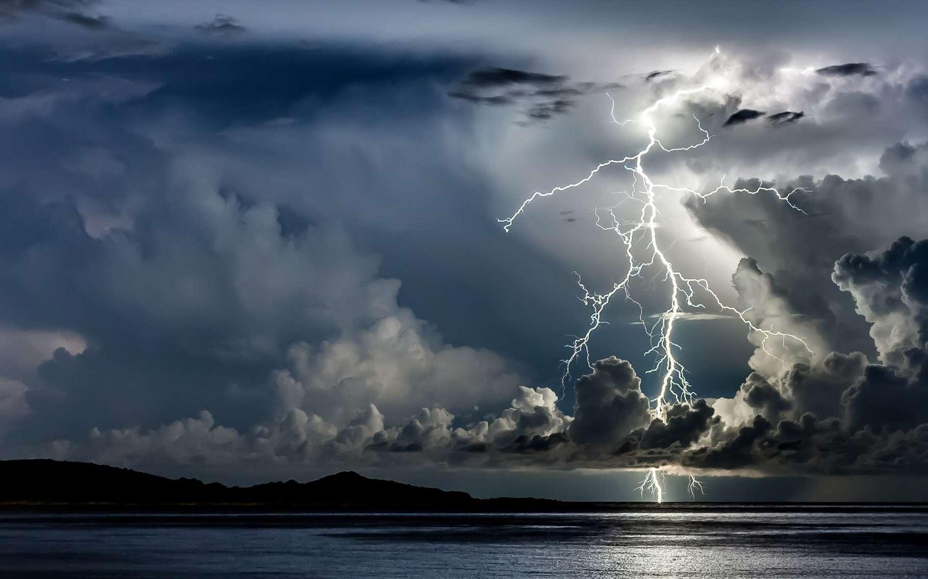 Phénomène dégageant d'énormes quantités d'énergie, la foudre est depuis longtemps installée dans l'imaginaires des Hommes, dans leurs mythologies et dans la science. © DR