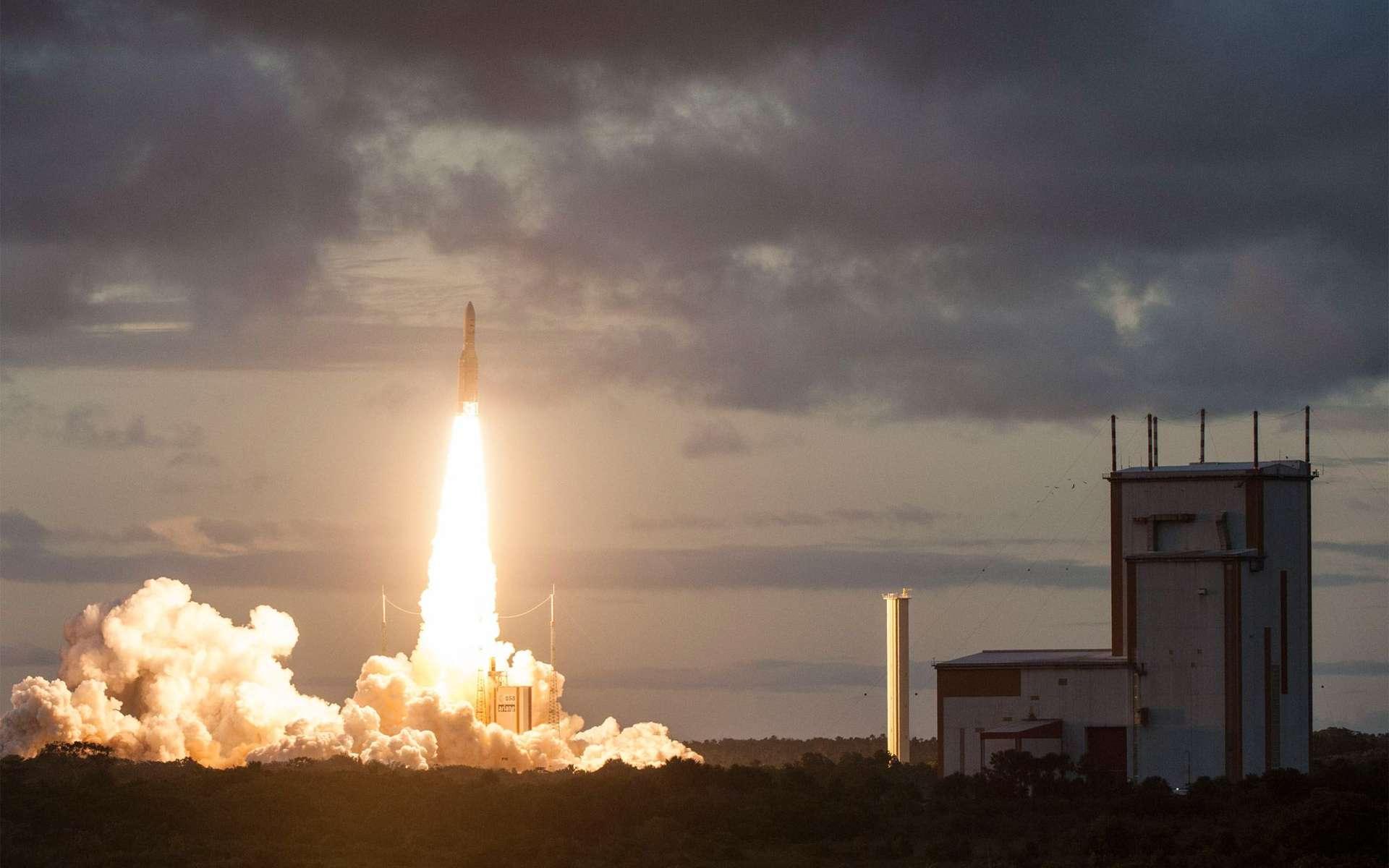 Décollage d'Ariane 5 pour la deux-cent-trentième mission d'un lanceur Ariane. Deux satellites ont été mis en orbite de transfert géostationnaire. © Esa, Cnes, Arianespace / Service Optique CSG