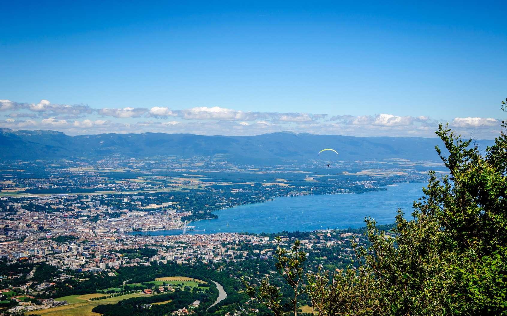 Faire du tourisme au lac Léman c'est profiter de la nature et visiter des sites touristiques d'un grand intérêt historique et culturel. © jasckal, Fotolia