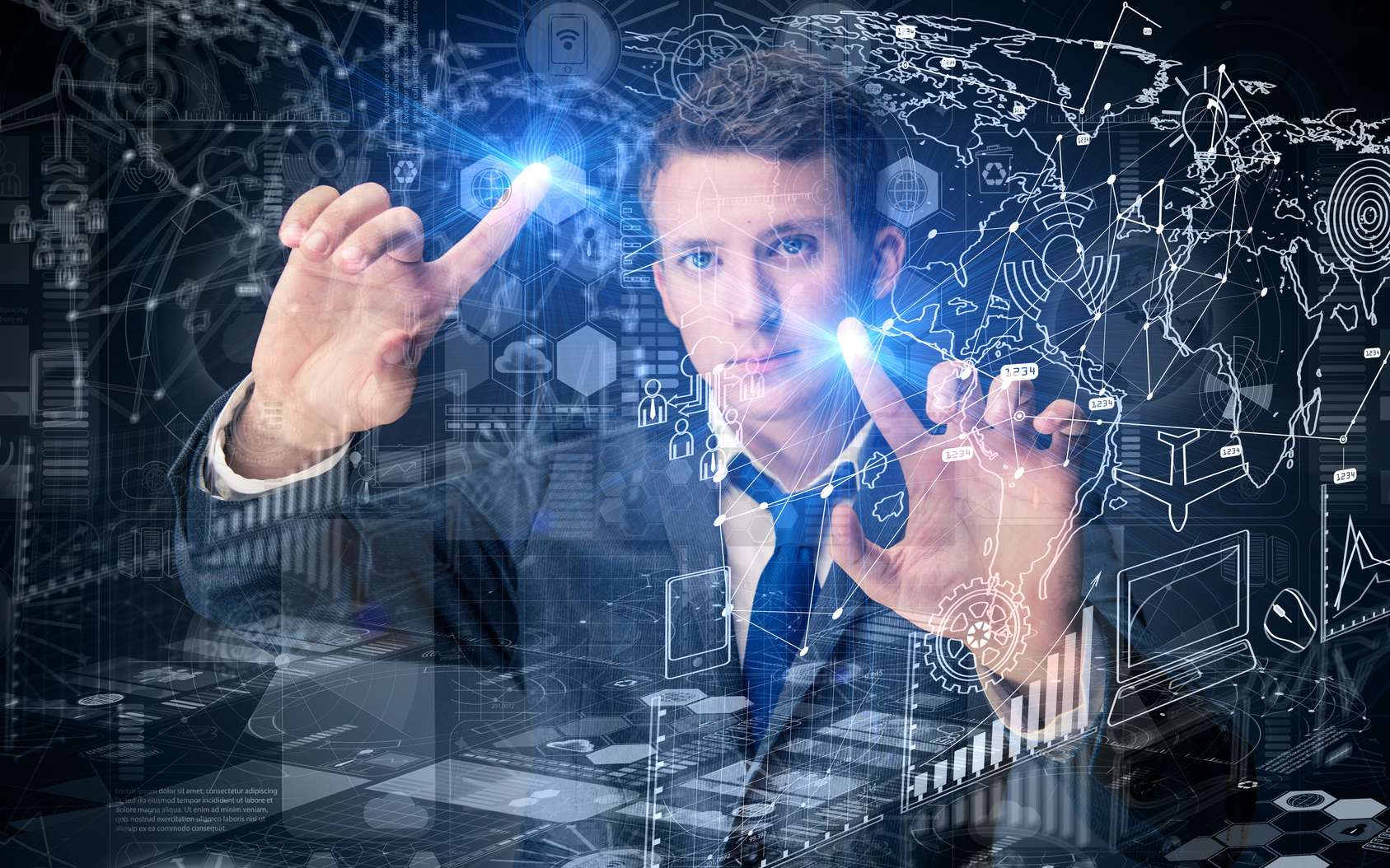 Chargé notamment de proposer de nouvelles stratégies à son entreprise, le data scientist cherche à améliorer les performances et la compétitivité de sa société. © Elnur, Fotolia.