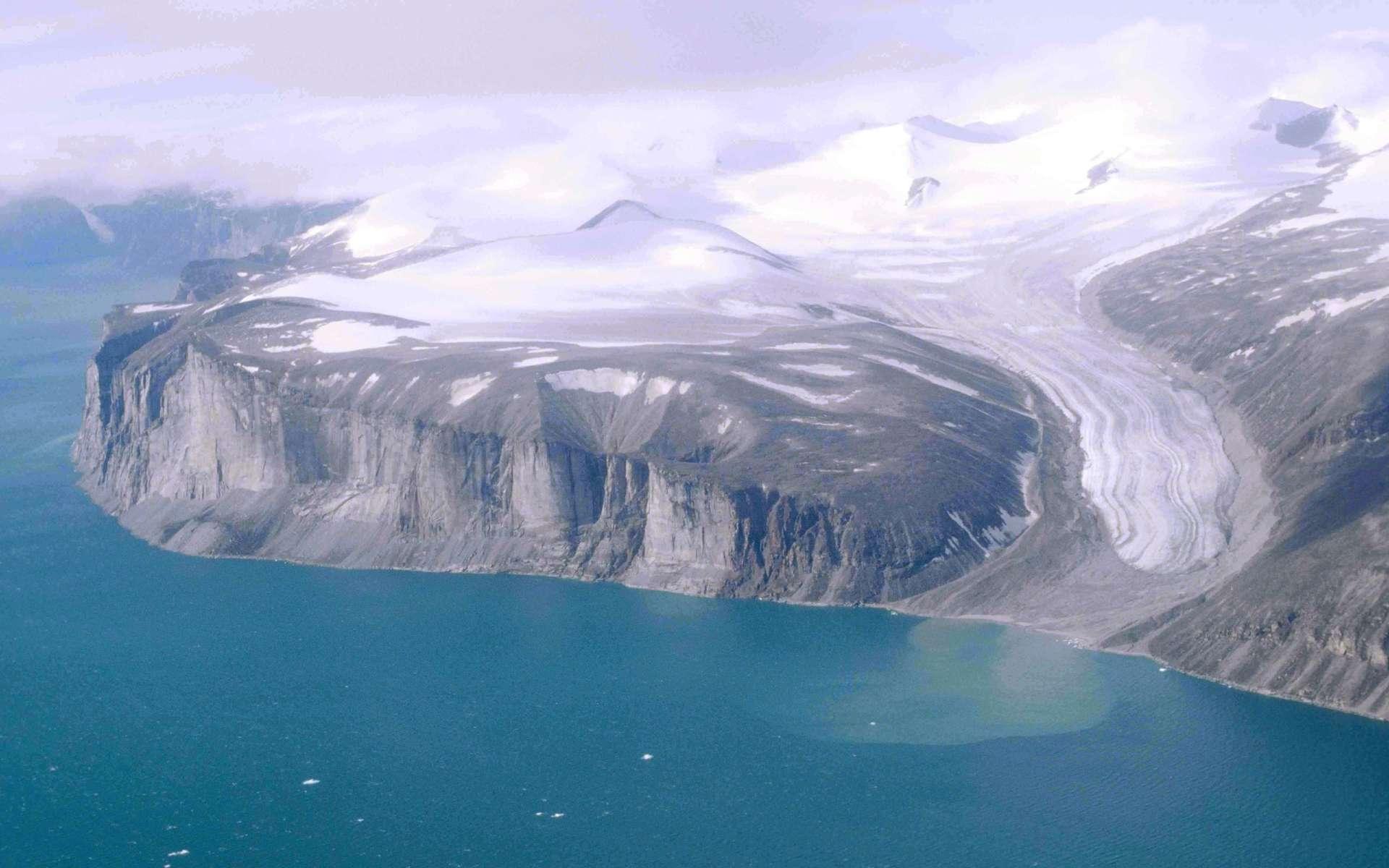 Située dans l'est du Grand Nord canadien, l'île de Baffin compte actuellement 11.000 habitants. Avec 500.000 km2, et si on ne compte pas l'Australie, l'île est la cinquième plus grande au monde.