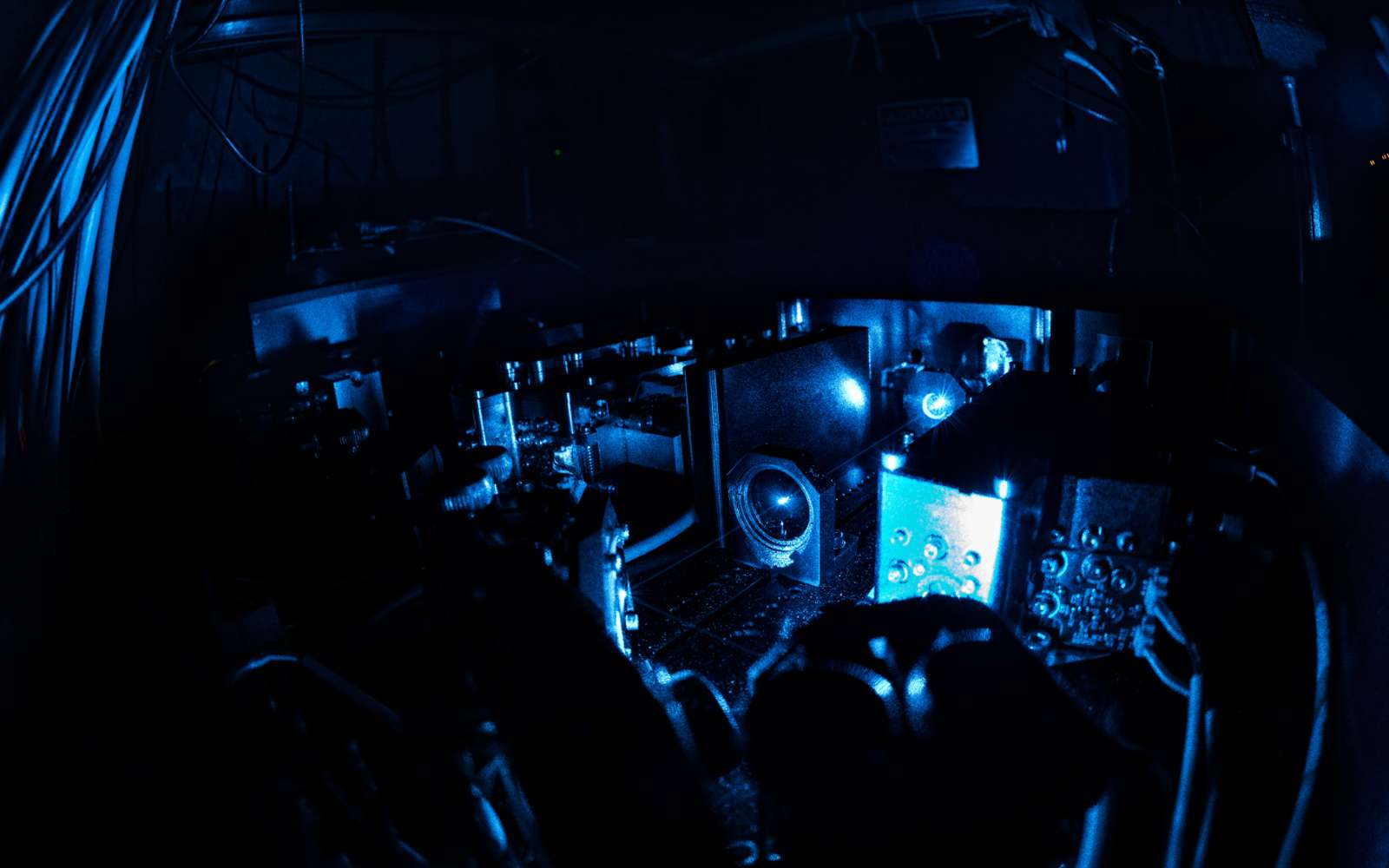 Le dispositif laser utilisé pour étudier le spectre des atomes d'antihydrogène avec l'expérience Alpha au Cern. © 2016-2020 Cern, Maximilien Brice