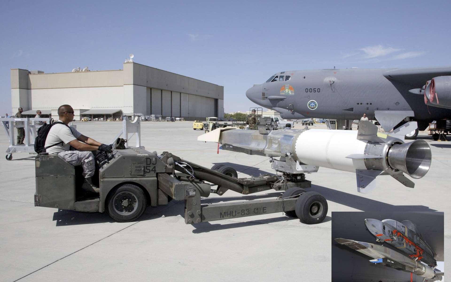 Mise en place du X-51A Waverider sous l'aile du Boeing B52 qui le transporte jusqu'à une altitude de 15 km avant de le larguer. Le nom de Waverider vient du fait que l'engin surfe sur sa propre onde de choc. © Wright-Patterson Air Force Base/Chad Bellay