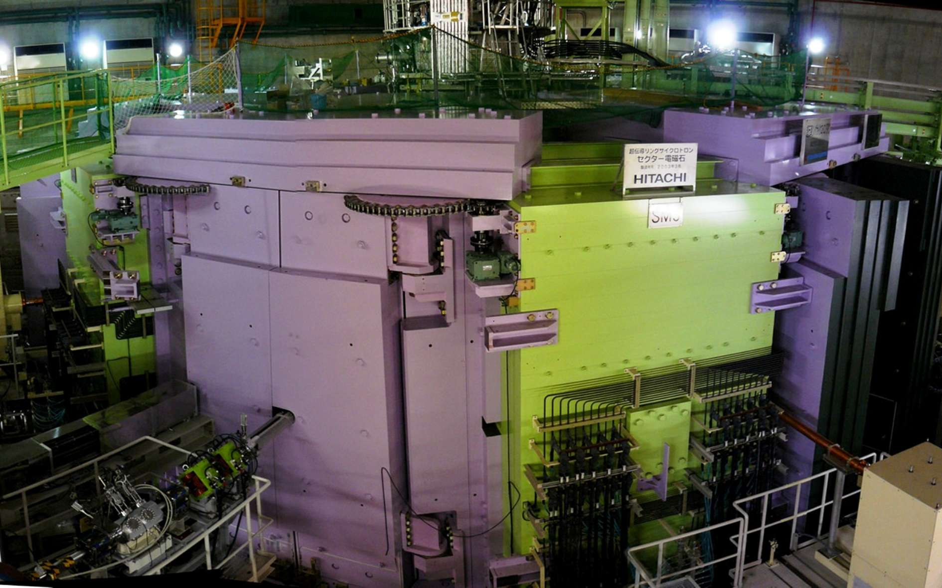 Un noyau exotique avec 4 neutrons, c'est possible ! Ici, une vue du cyclotron équipant le Radioactive Isotope Beam Factory du célèbre Institut de recherche scientifique japonais, le Riken. © Eto shorcy, CC by sa 3.0