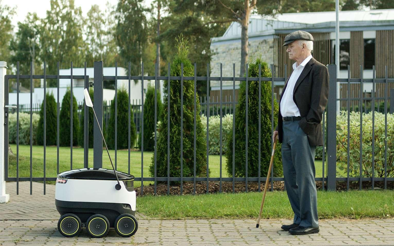Le robot livreur Starship sera testé à partir de l'année prochaine au Royaume-Uni et aux États-Unis. Muni d'un système de navigation autonome, il se déplace à la vitesse d'un piéton et sait éviter les obstacles. © Starship Technologies