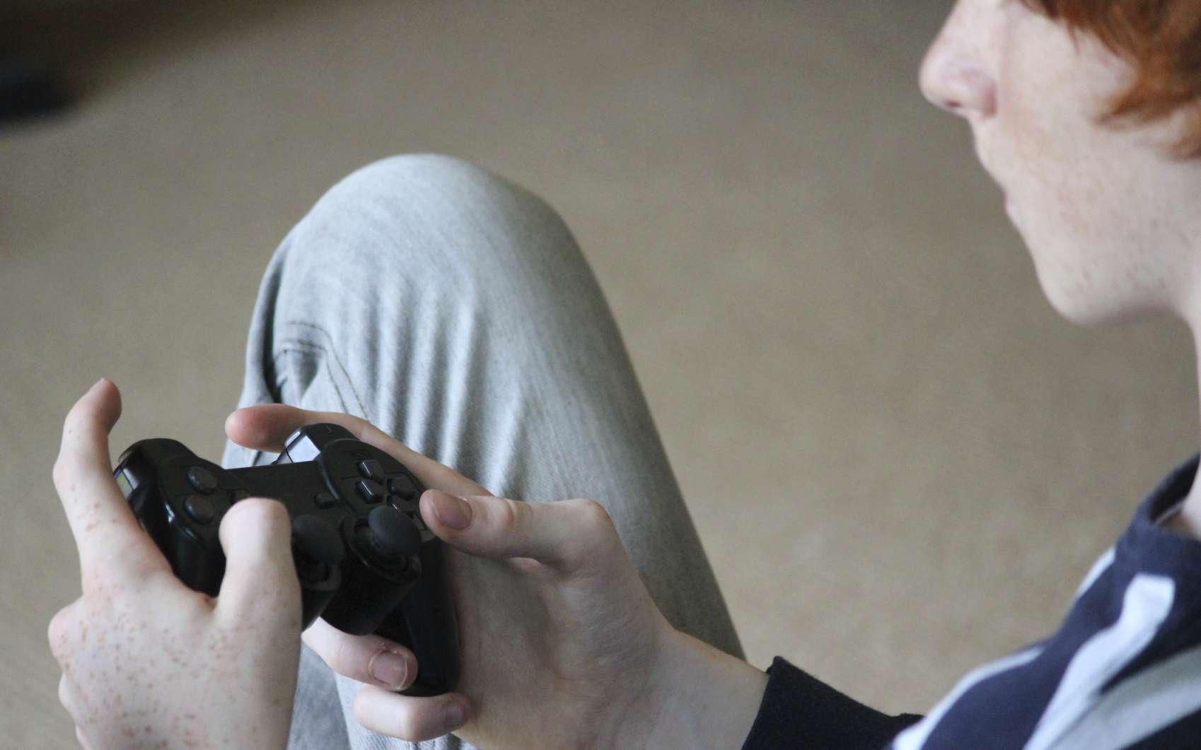 Des chercheurs américains ont observé une hyperconnexion neuronale chez les dépendants aux jeux vidéo. © mtreasure, Istock.com