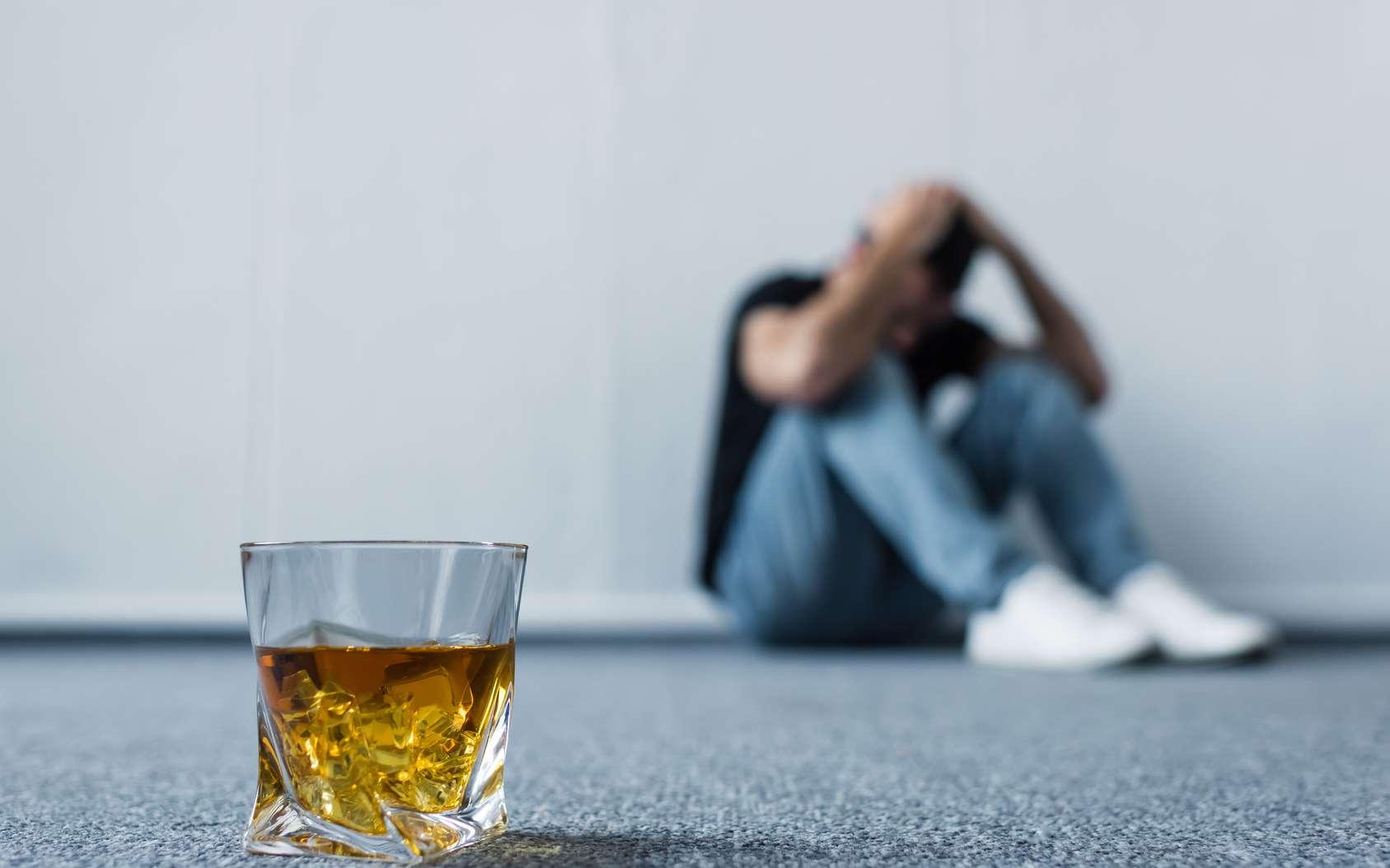Un arrêt brutal de l'alcool peu entraîner des graves symptômes de sevrage. © Lightfield Studio, Fotolia