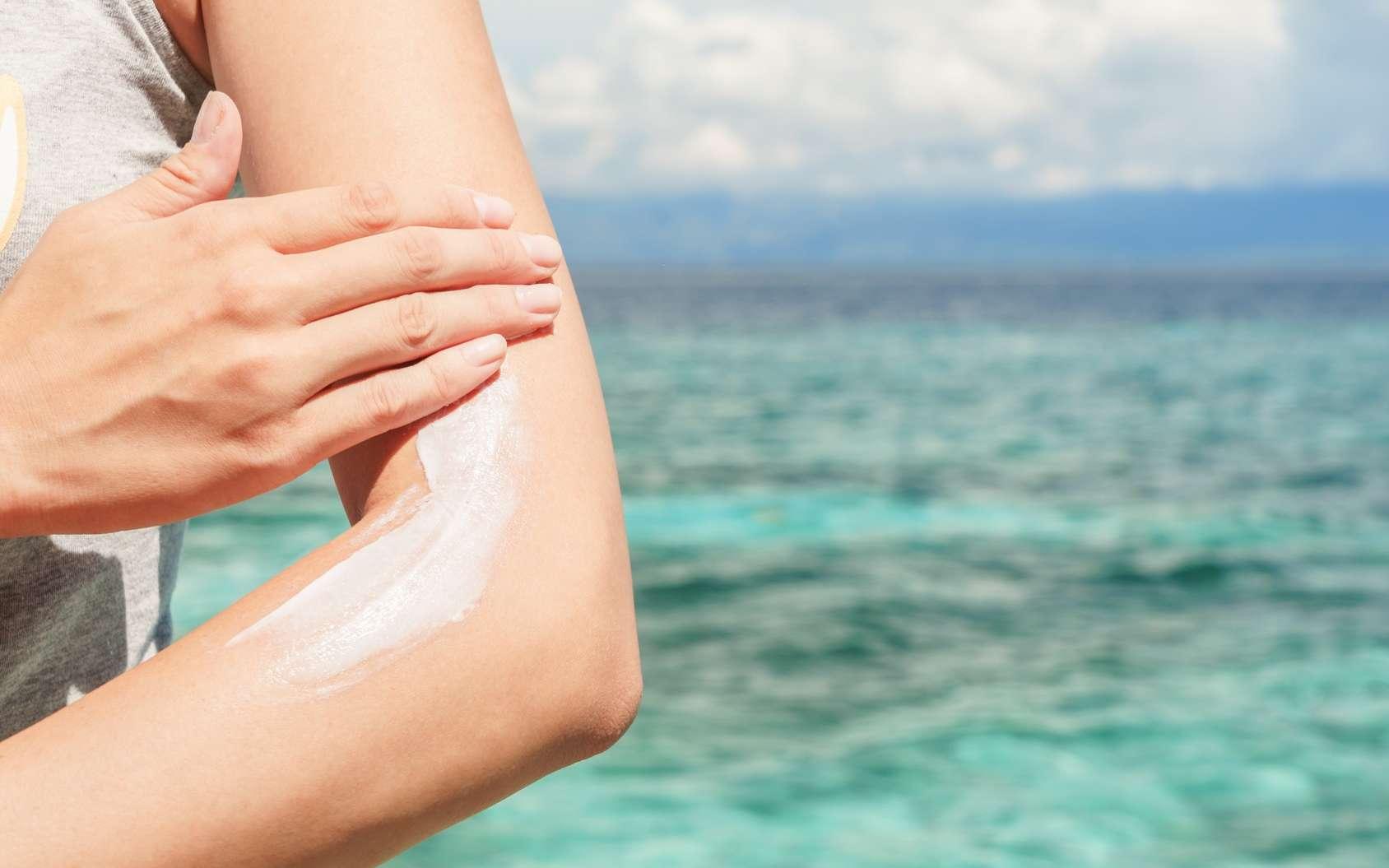 Pour éviter les coups de soleil, protégez votre peau ! © Aidman, Fotolia