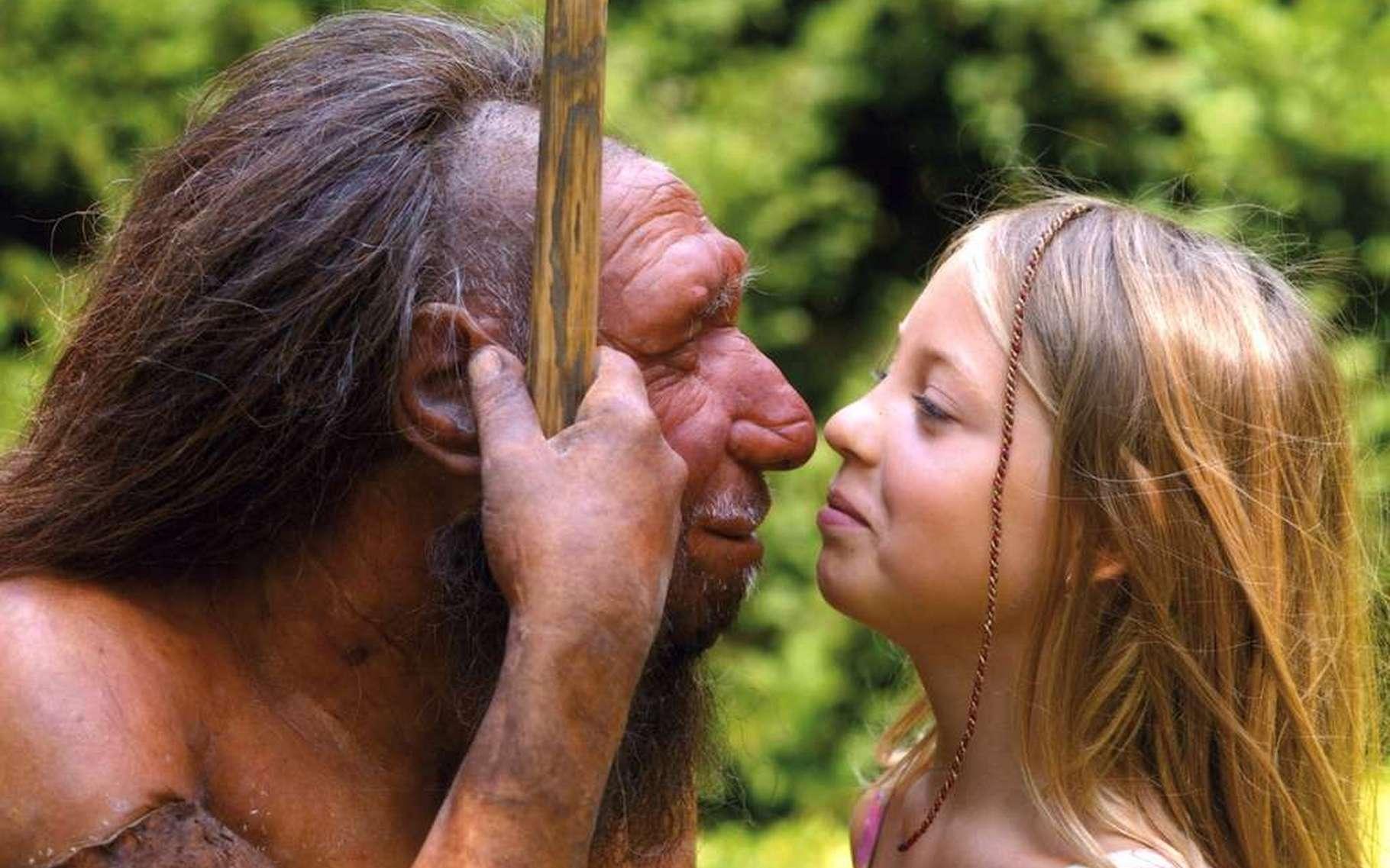 Un Homme de Néandertal (une reconstitution réussie, bien sûr) face à une représentante d'Homo sapiens. Quelles étaient la culture, les techniques et l'organisation sociale de cet Homme disparu ? Il semble aujourd'hui qu'il était capable de fabriquer des outils bien conçus mais aussi des parures. © Neandertal Museum, Mettmann, Allemagne, CC by 4.0
