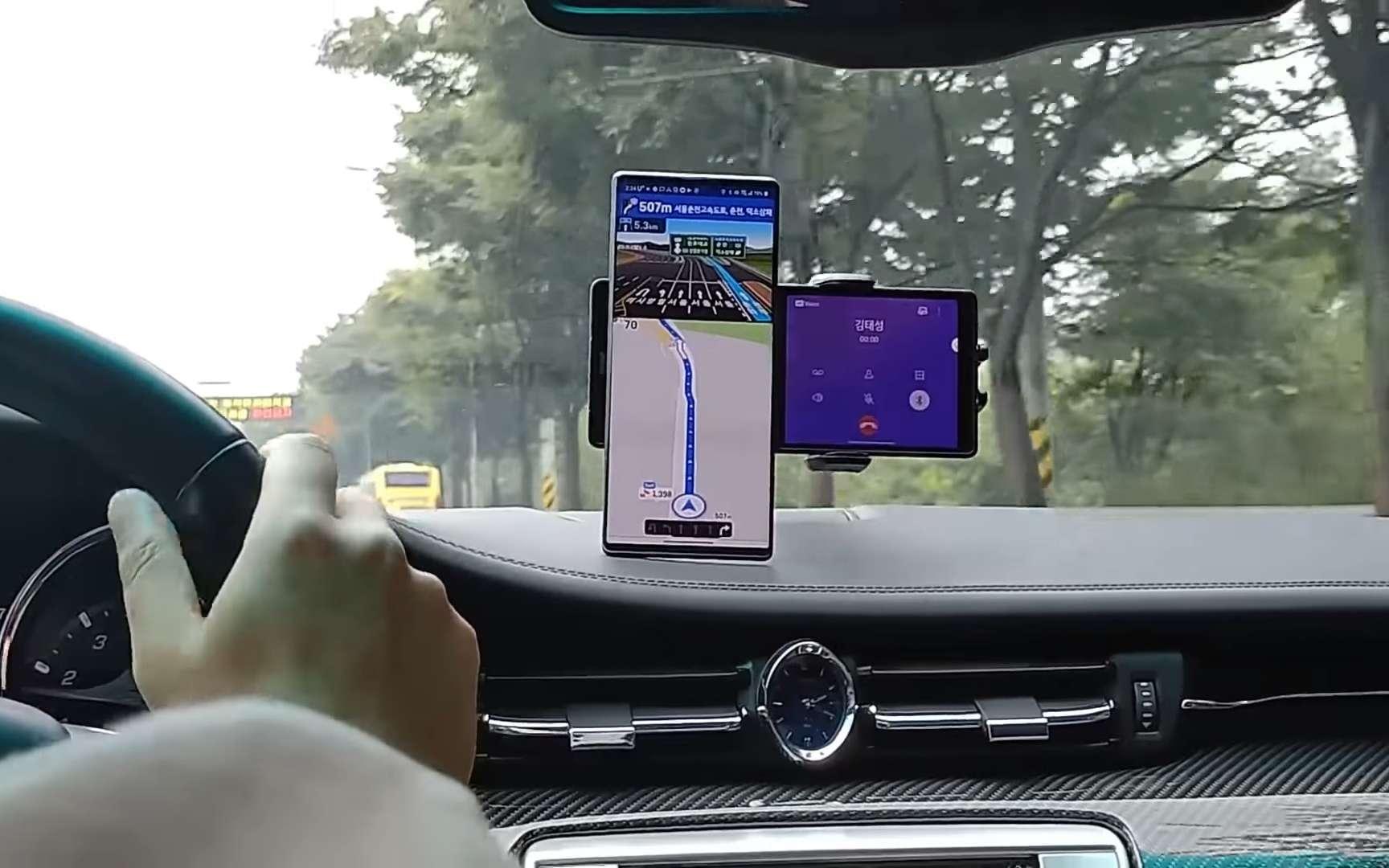Le second écran du LG Wing permet un usage multitâche. © Android Authority, LG
