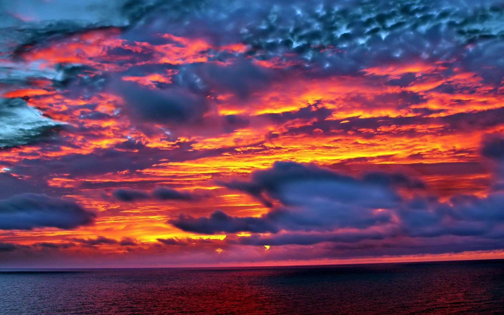 Lever de Soleil. 21 Novembre 2004 Antibes Appareil photo numérique Sony DSC-P8 f = 6-18mm / 1:2.8 - 5.2 ©Copyright - Jean-Claude BEAUMIER. Tous droits réservés. contacter l'auteur : jean-claude.beaumier@wanadoo.fr