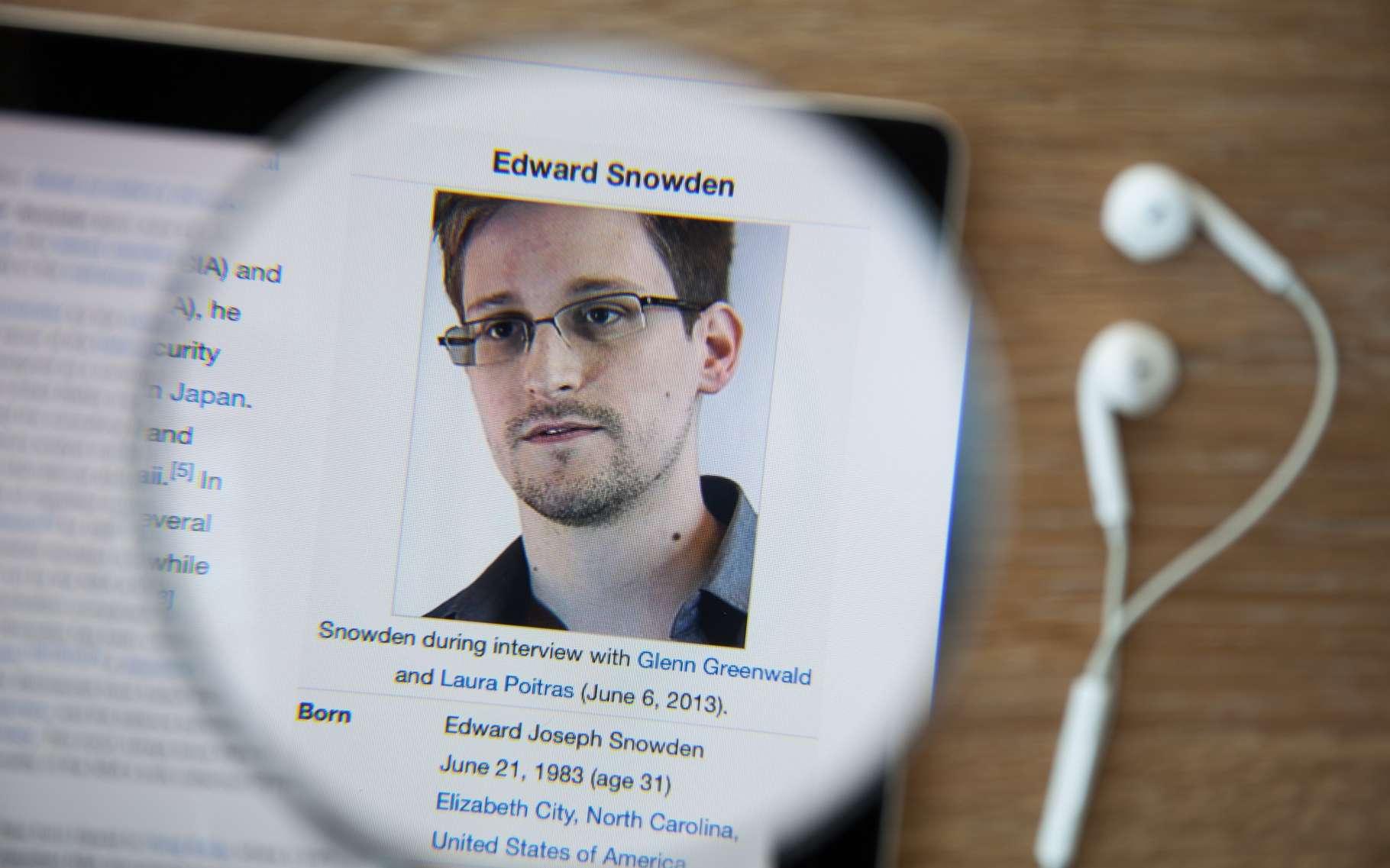 L'ancien analyste de la NSA Edward Snowden poursuit son combat pour la défense des libertés individuelles en proposant un outil pour le smartphone Apple censé détecter toute tentative d'intrusion ou d'écoute. © GongTo, Shutterstock