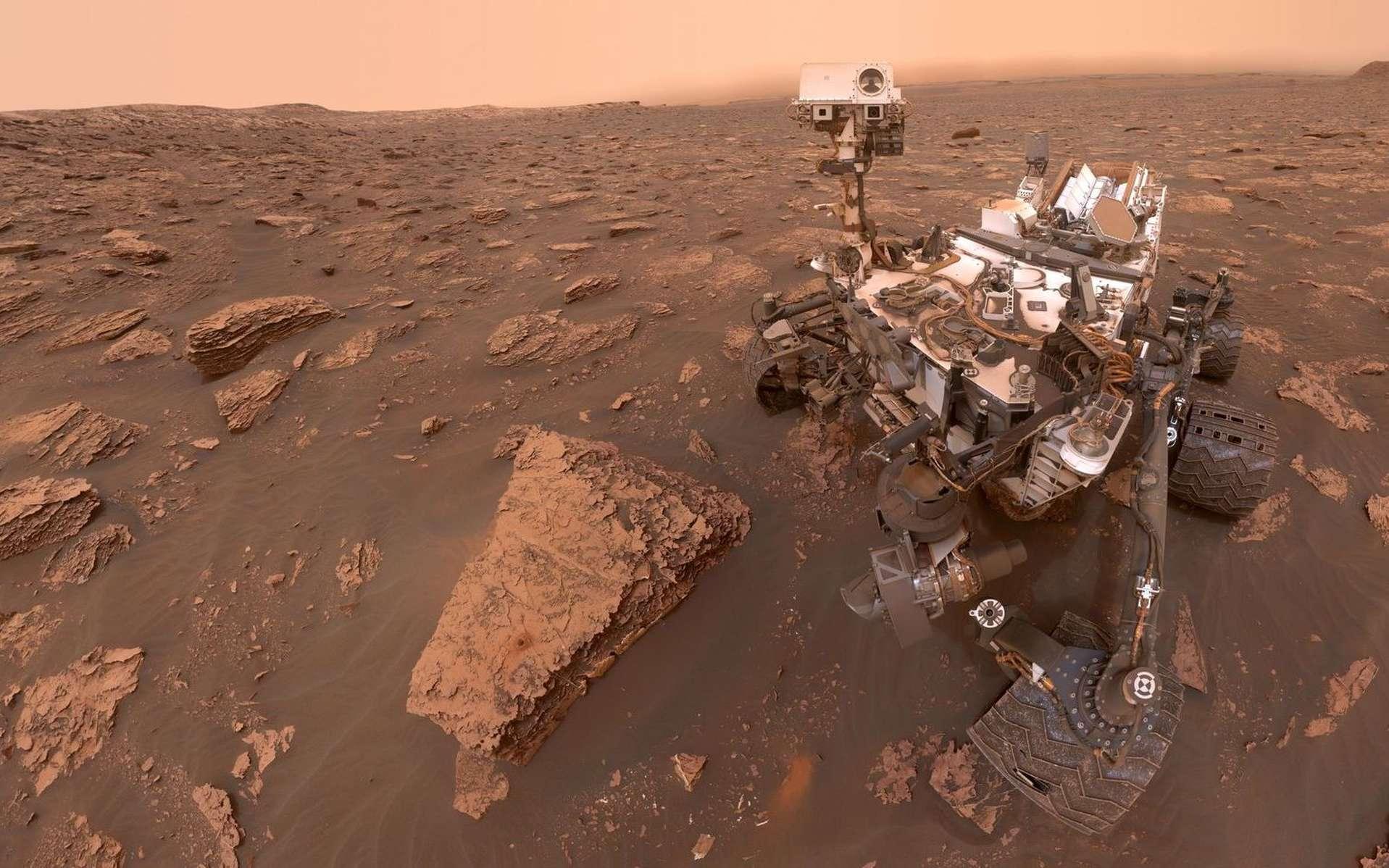 Selfie de Curiosity réalisé le 15 juin 2018, Sol 2.082. À cette période, une immense tempête de poussière faisait rage sur la globalité de Mars. © Nasa, JPL-Caltech, Univ. of Arizona
