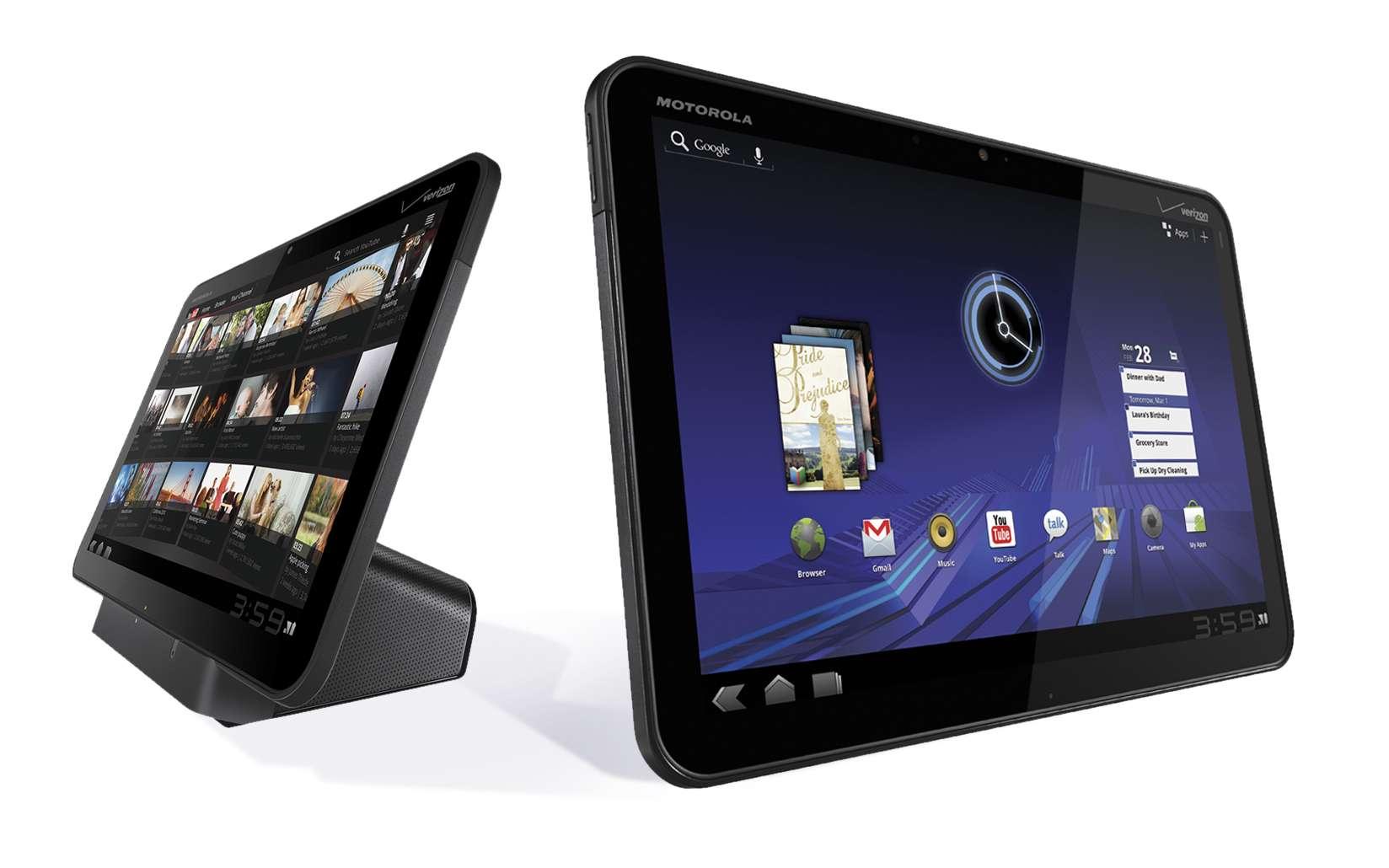 La tablette Xoom, de Motorola, au style épuré, peut être posée sur un socle. © Motorola