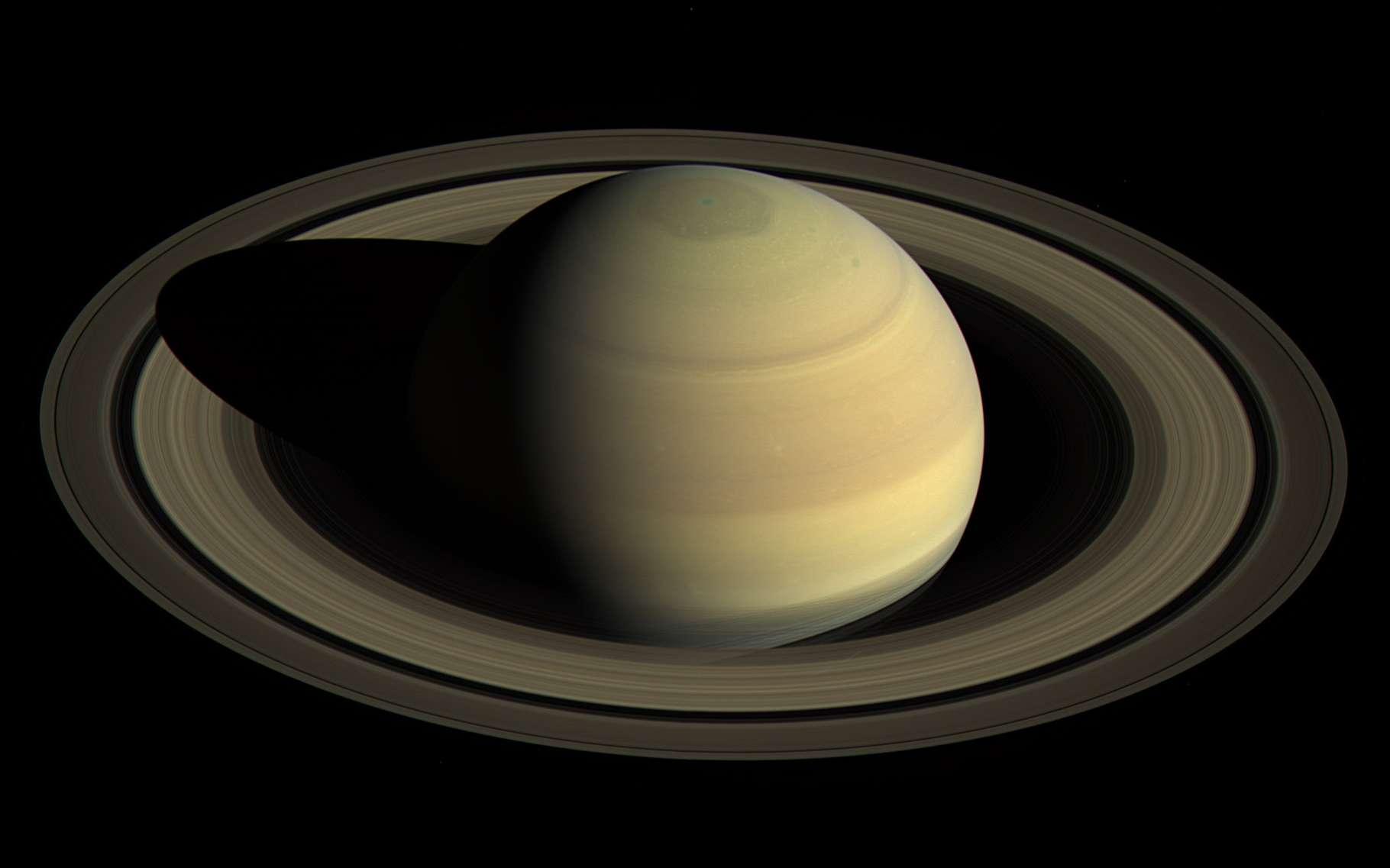 Quelles sont les plus belles découvertes de Cassini ? Ici, Saturne vue par la sonde Cassini en avril 2016 depuis une distance d'environ 3 millions de kilomètres, avec une résolution de 178 kilomètres par pixel. © Nasa, JPL-Caltech, Space Science Institute