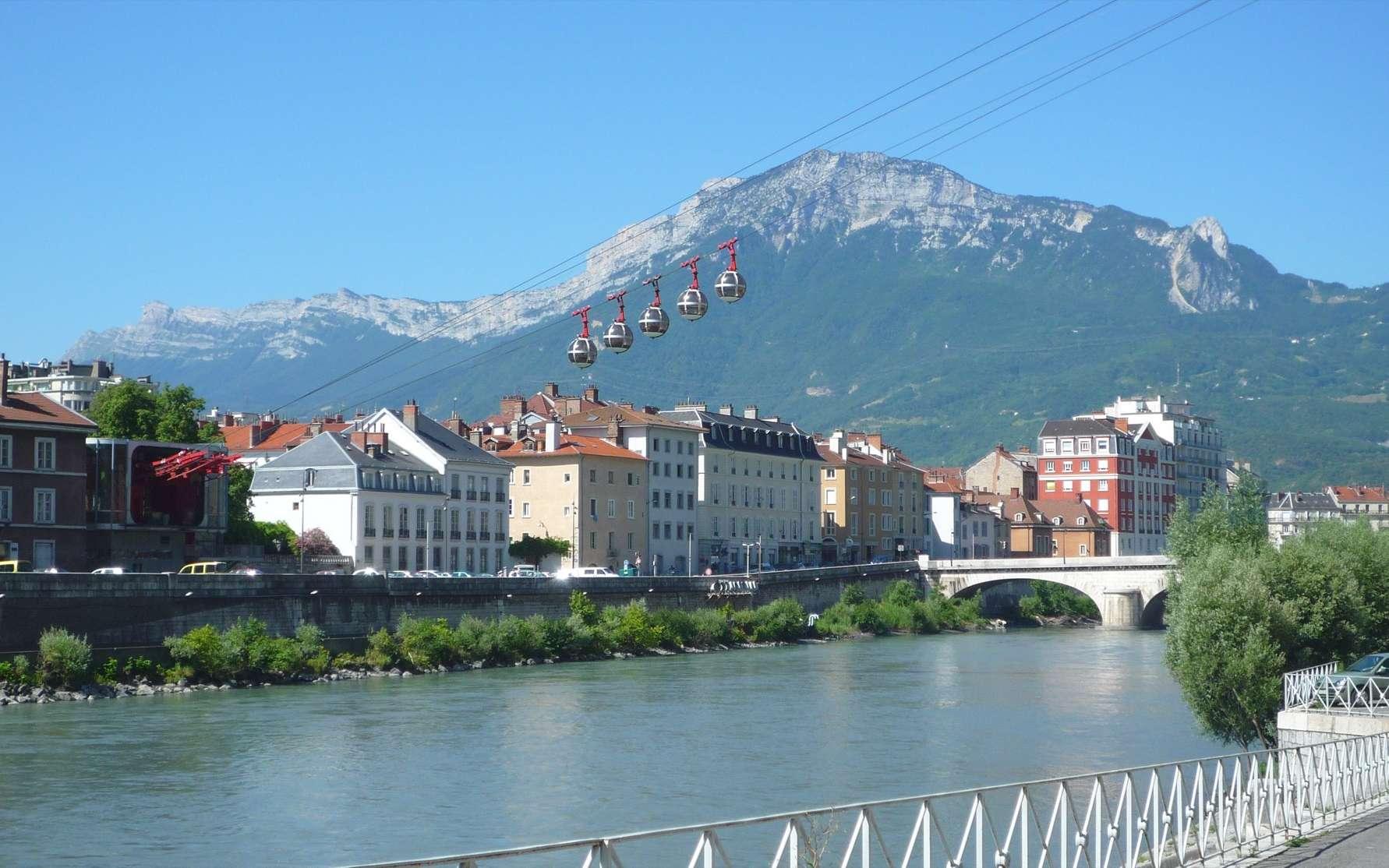 Certaines grandes villes de France sont plus actives que d'autres pour lutter contre la pollution de l'air, comme Grenoble, ici sur notre photo.© Milky, Wikimedia Commons, Domaine public