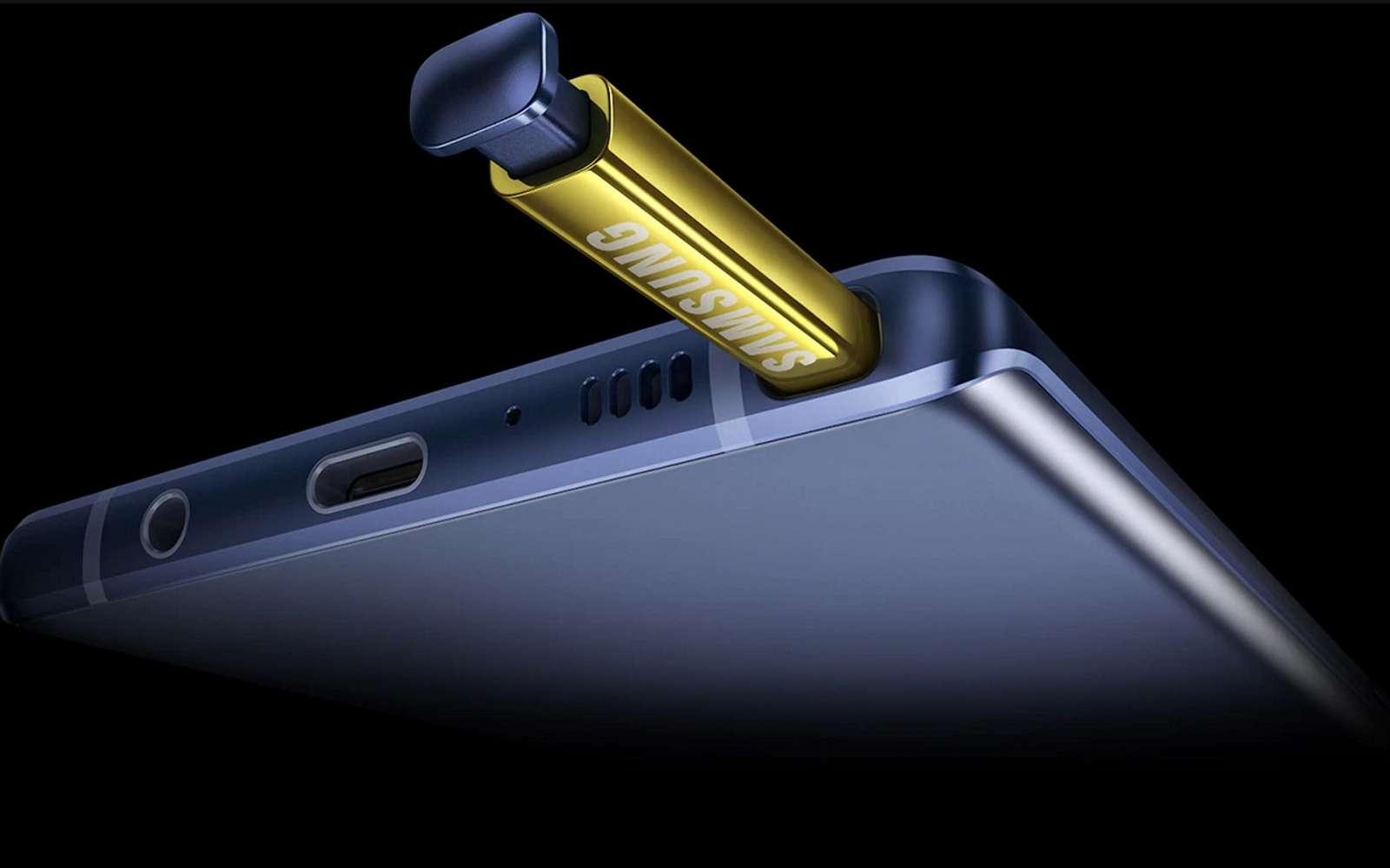 Placer une caméra dans le stylet du Galaxy Note permettrait d'étendre au maximum la surface d'affichage sur l'écran. © Samsung