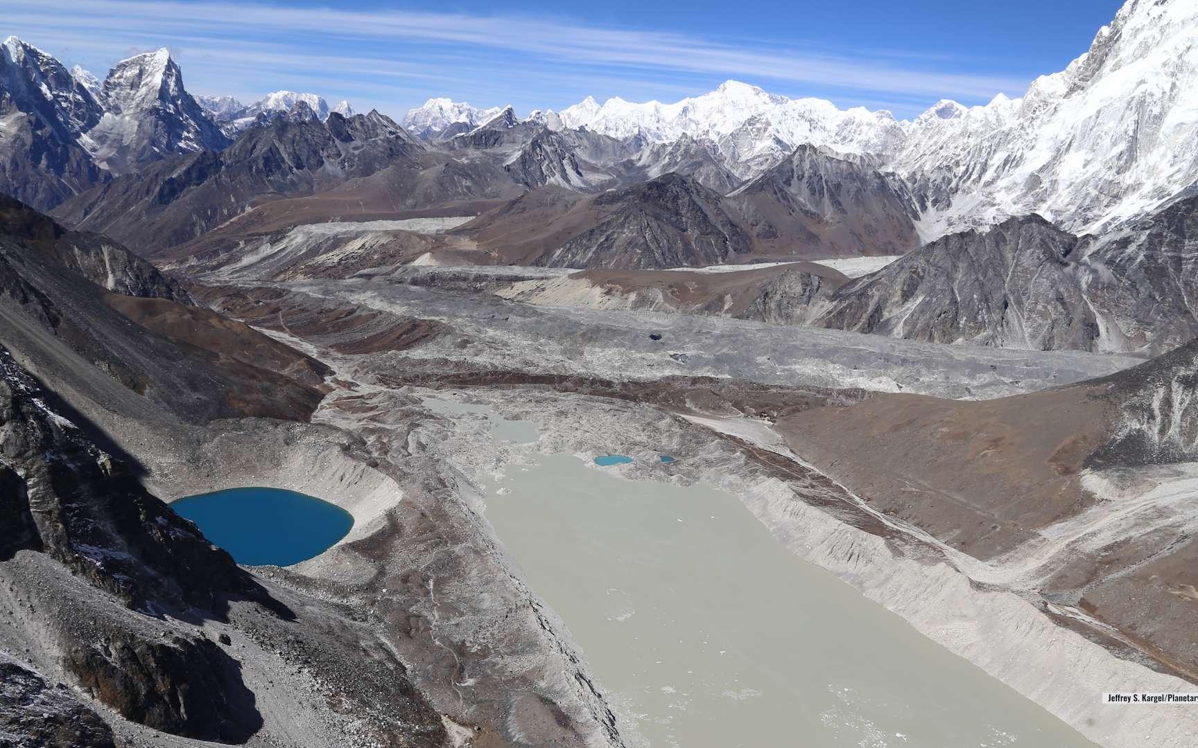 Un lac glaciaire dans les montagnes de l'Himalaya. © Planetary Science Institute, Jeffrey S. Kargel