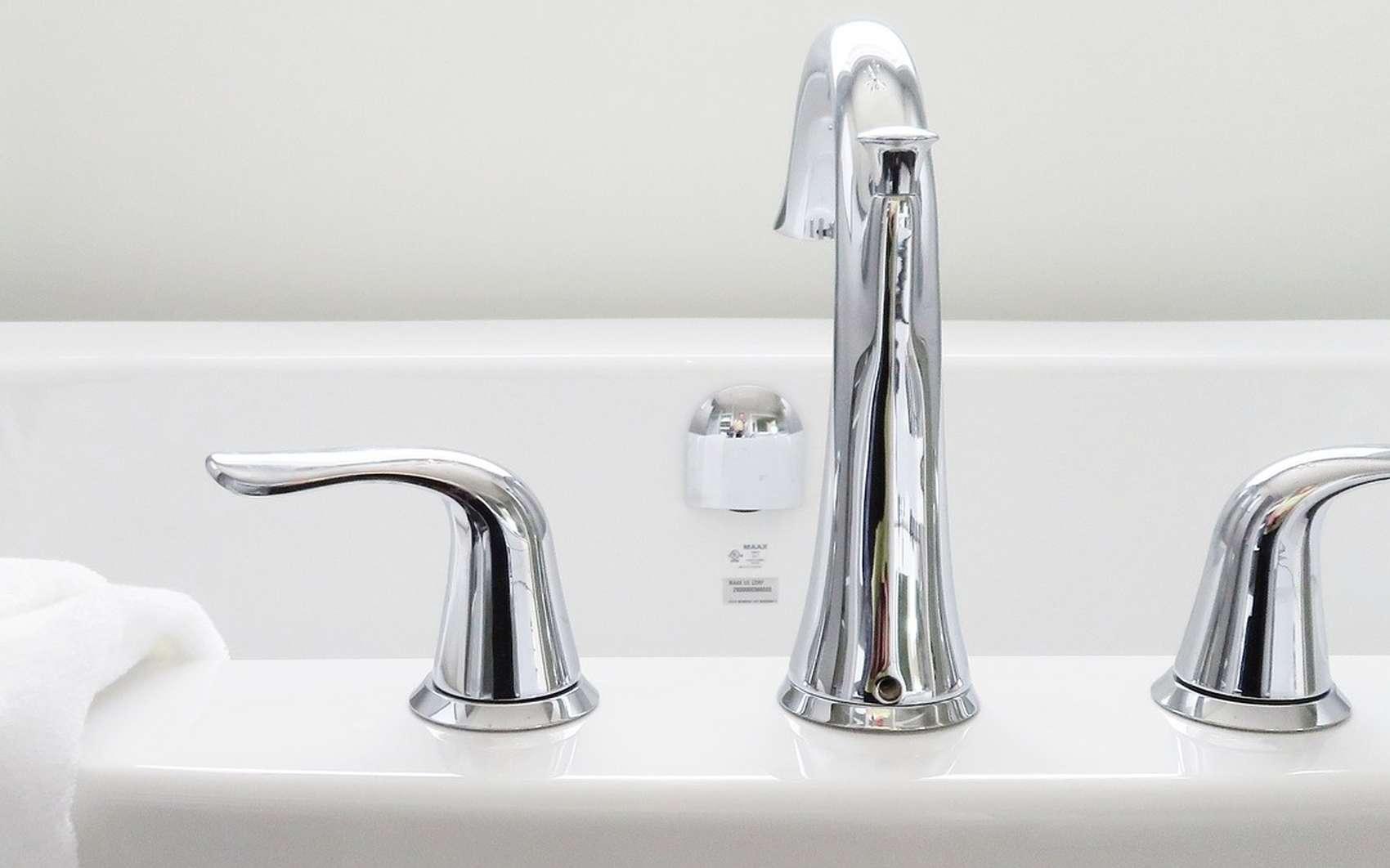 Une baignoire en bon état est à la fois hygiénique et esthétique. © Pixabay