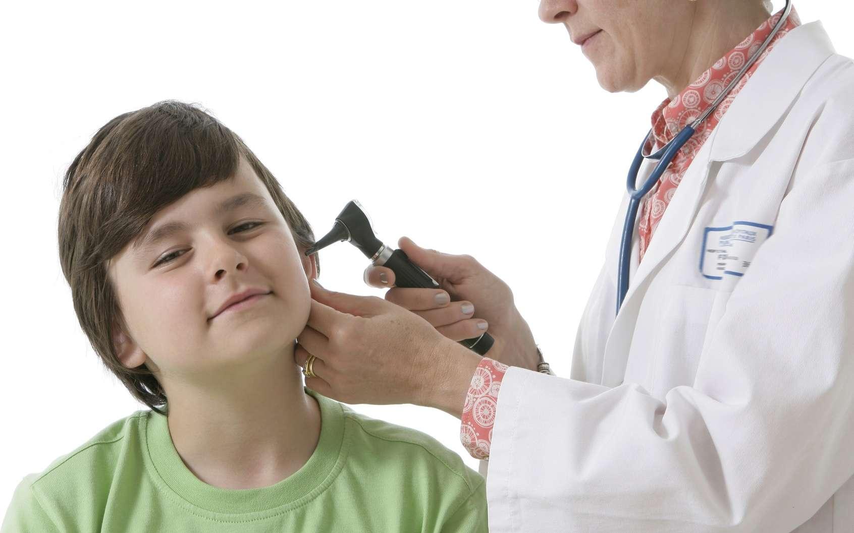 L'otite séreuse est caractérisée par la présence de liquide derrière le tympan. Elle peut être à l'origine de troubles de l'audition. © JPC-PROD, Fotolia
