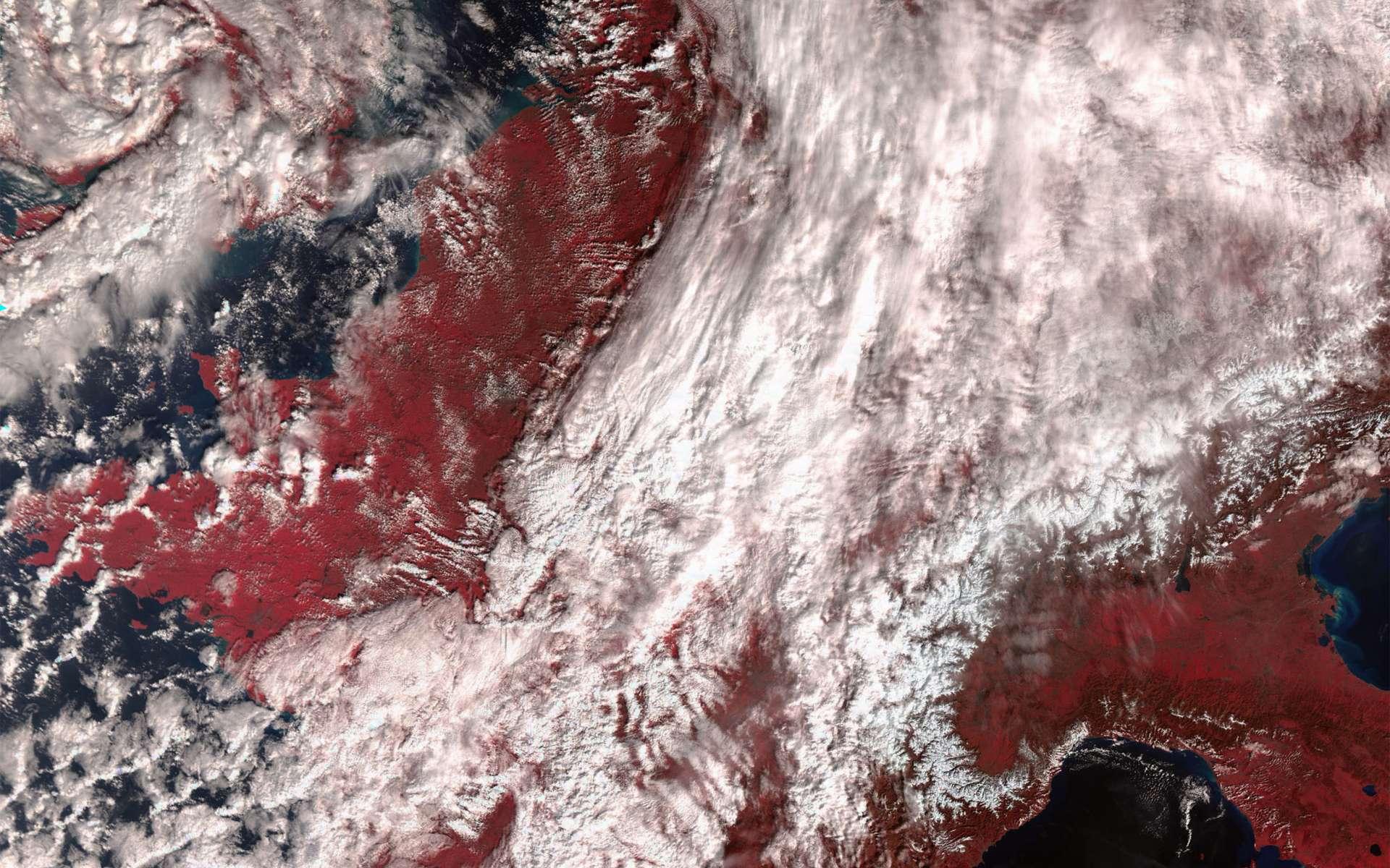 Premières images de l'instrument SLSTR dédié à la mesure de la température de surface des océans et des terres émergées. Sur cette image en fausses couleurs qui fournit des informations sur les températures et la végétation (rouge), on reconnait la France, l'Italie, la Belgique et aussi le sud du Royaume-Uni où s'enroulait alors la tempête Jake. Les canaux thermiques infrarouges de l'instrument (dès qu'il sera opérationnel) permettront d'acquérir des mesures de températures avec une précision meilleure de 0,3 °C. © Copernicus data (2016)