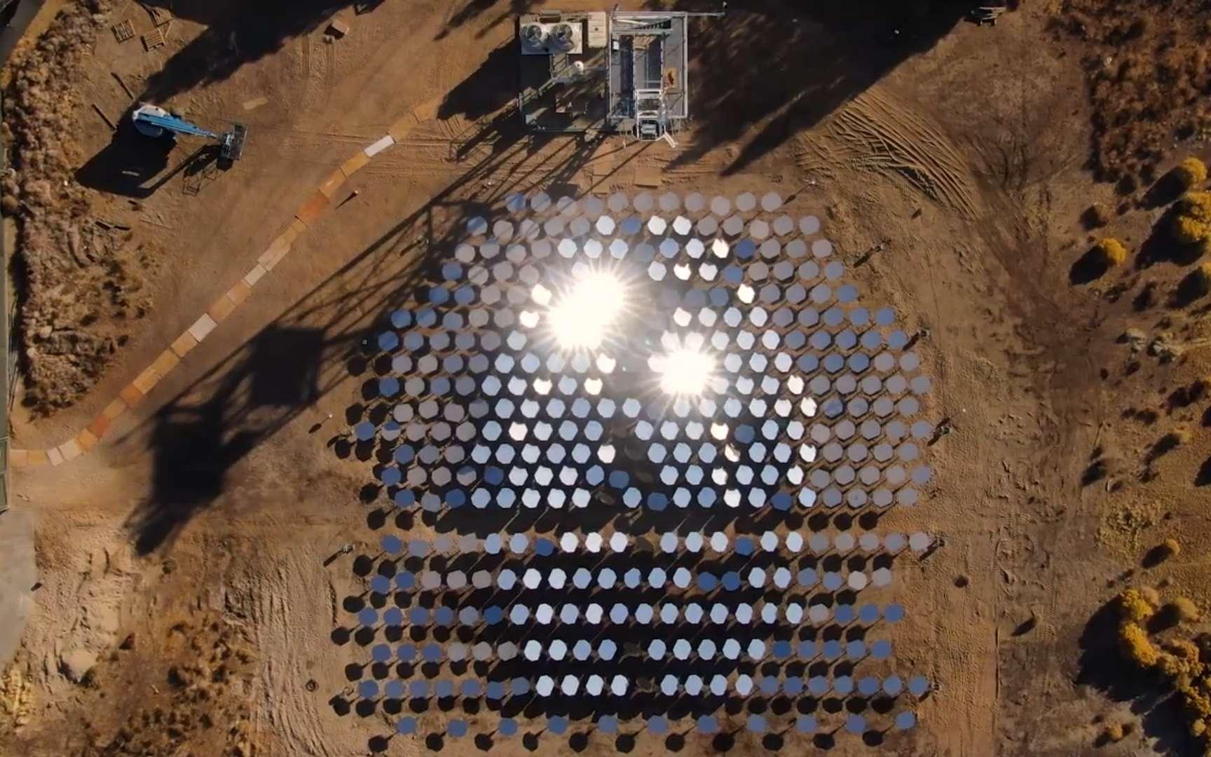 Un démonstrateur de 70 miroirs de ce nouveau type de centrale solaire à concentration thermodynamique a été installé près de Lancaster en Californie. © BusinessWire