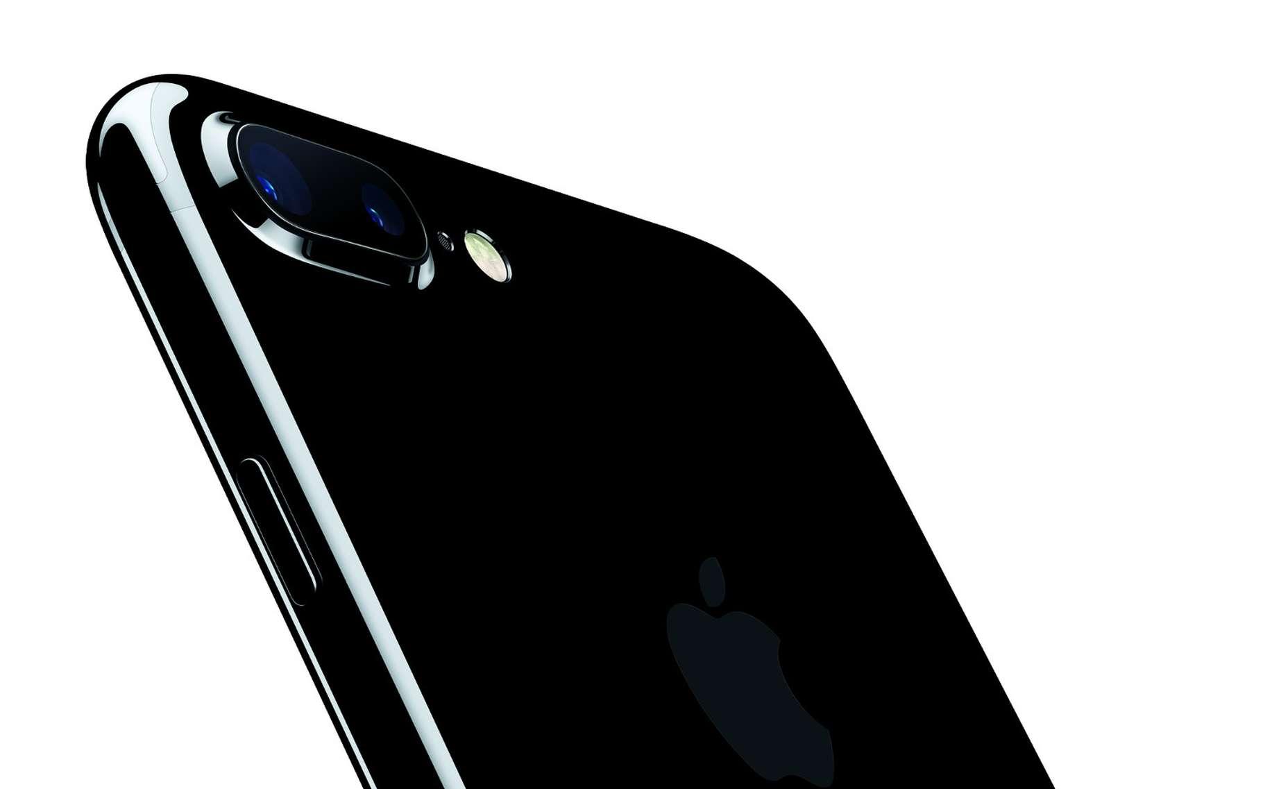 Avec son nouvel iPhone 7, Apple se met à jour face à la concurrence des Samsung et Sony avec un smartphone étanche et un appareil photo double capteur (iPhone 7 Plus) tout en cultivant sa stratégie de rupture avec l'abandon de la pise casque. © Apple