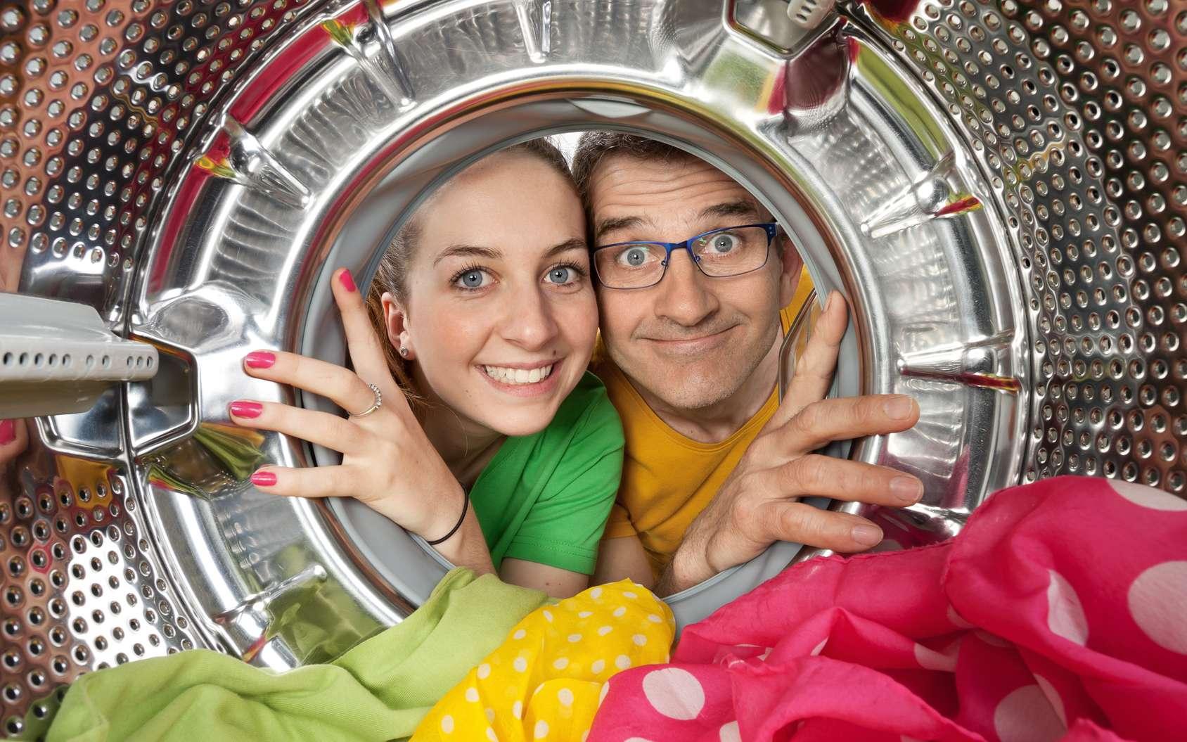 En réalité, les vêtements ne rétrécissent pas au lavage, ce sont les fibres qui se resserrent au séchage ! © philippe Devanne, Fotolia