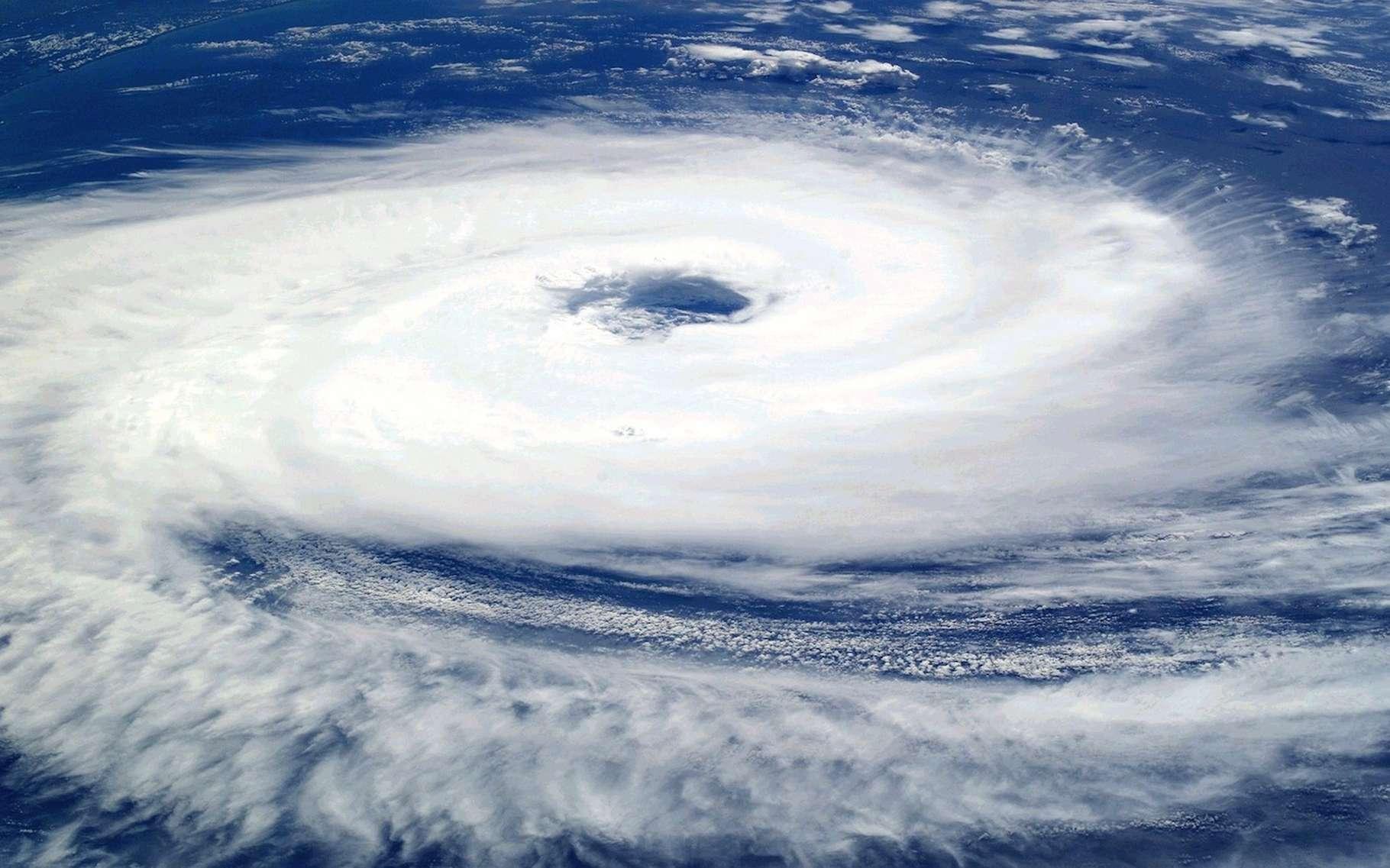 Selon une étude, les ouragans — ici, l'ouragan Catarina (2004) vu de la station spatiale internationale — ralentissent depuis au moins 60 ans. © janeb13, Pixabay, CC0 Creative Commons