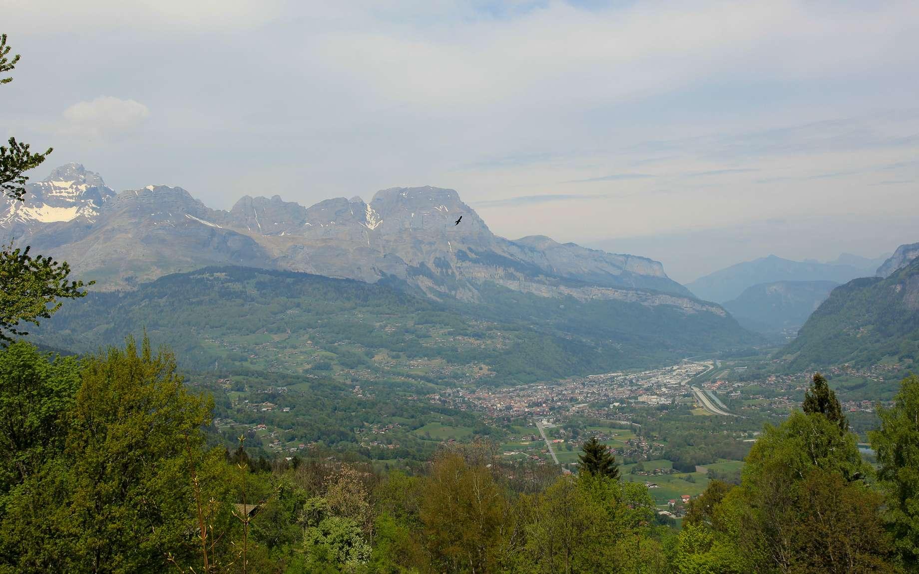 Les Houches et la vallée, près de Chamonix. C'est là où Cécile DeWitt-Morette a fondé son école, lieu de rencontres entre étudiants et grands scientifiques internationaux.. © as_trofey, Fotolia